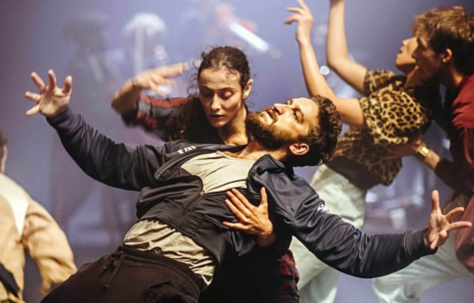 Cette danse éclectique et métissée est pétrie de techniques issues du contemporain et des danses folkloriques.