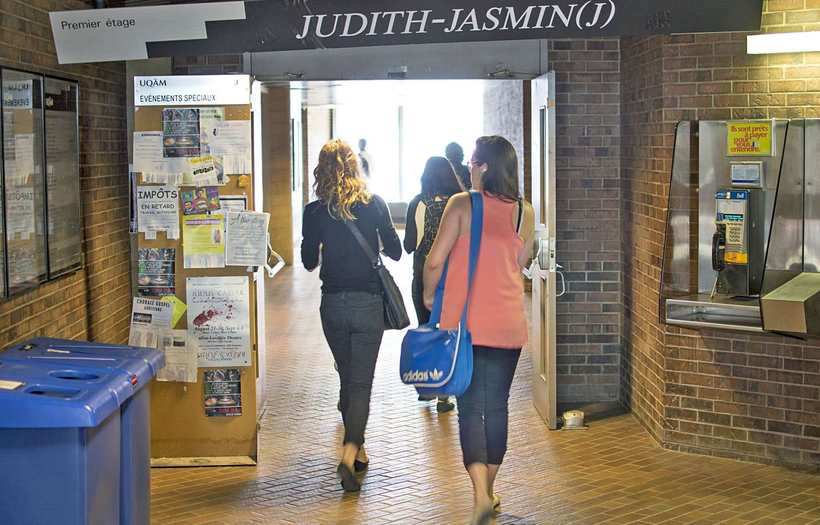 La plus vaste enquête jamais menée sur les violences sexuelles dans les universités québécoises — par le Département de sexologie de l'UQAM — a révélé que plus d'une étudiante sur trois est victime d'inconduite sexuelle.