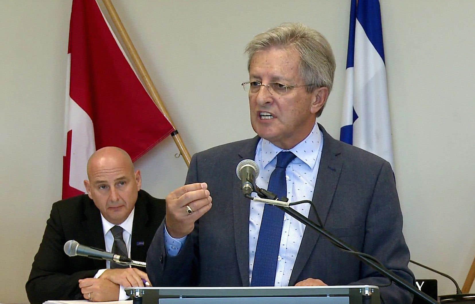 Le maire Jean Tremblay, pendant le conseil municipal de Saguenay le 2 octobre dernier. Sous son administration, les conseils municipaux ont été déplacés de 19 h à midi.