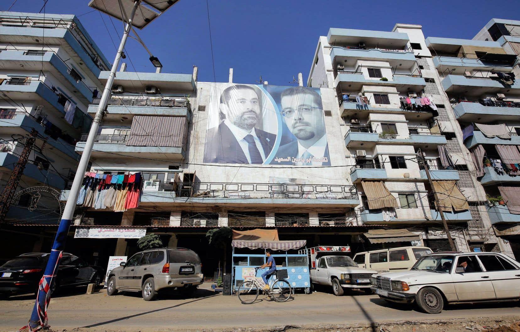En annonçant son départ, Saad Hariri (à gauche sur l'affiche) a dénoncé la «mainmise» et «l'ingérence» de l'Iran dans les affaires libanaises à travers son allié, le Hezbollah.