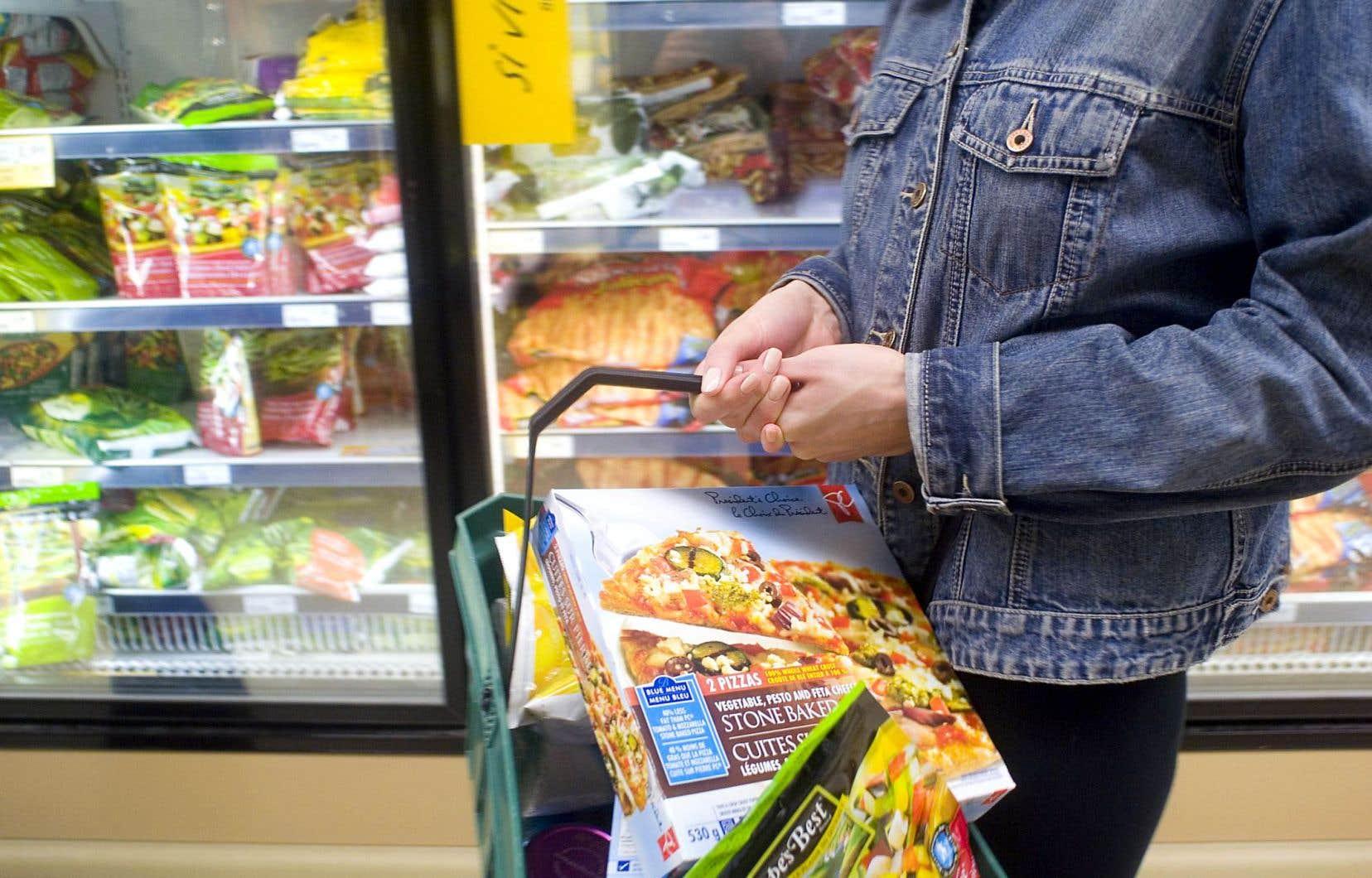 Le quatrième groupe alimentaire concerne les aliments ultratransformés. Ce ne sont plus des produits alimentaires, mais des produits de consommation, très riches en sucre, gras et sel, donc très savoureux.