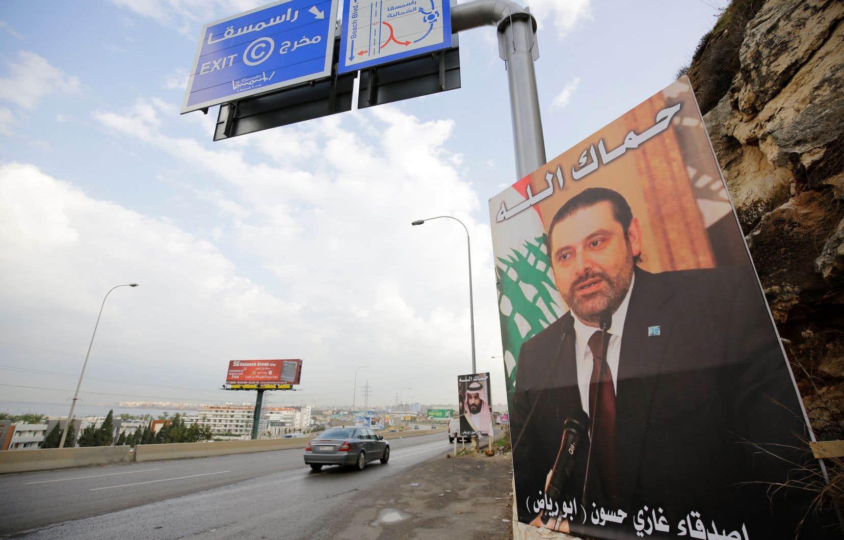 Le 4 novembre, M.Hariri a annoncé sa démission en accusant le Hezbollah libanais et l'Iran de <em>«mainmise»</em> sur son pays et en disant craindre pour sa vie.