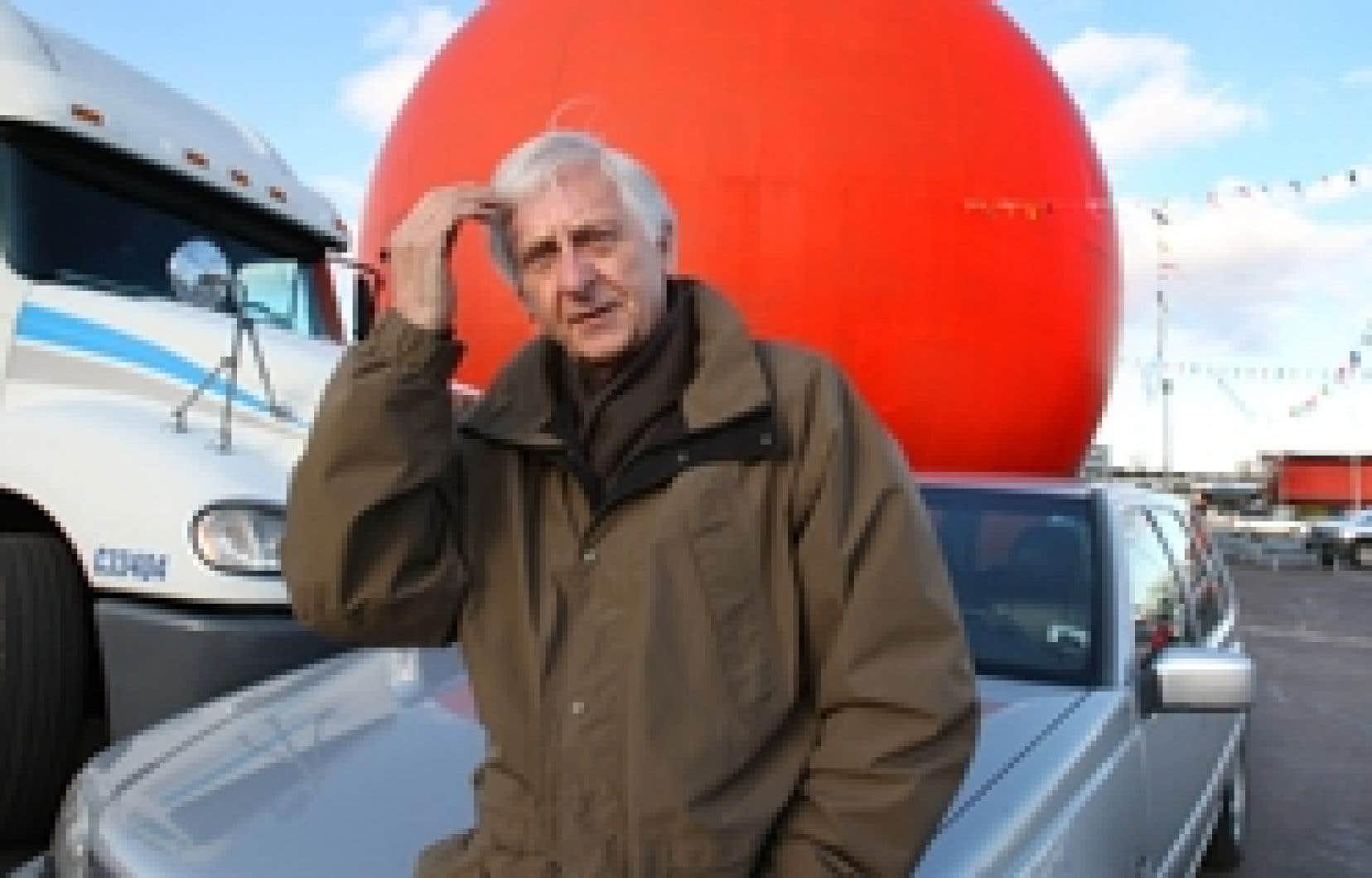 Dans son Autos biographie, Jacques Godbout ne fait pas dans l'auto affliction et n'a pas l'auto coupable. Ici, au temple du tout-à-l'auto, à l'Orange Julep.