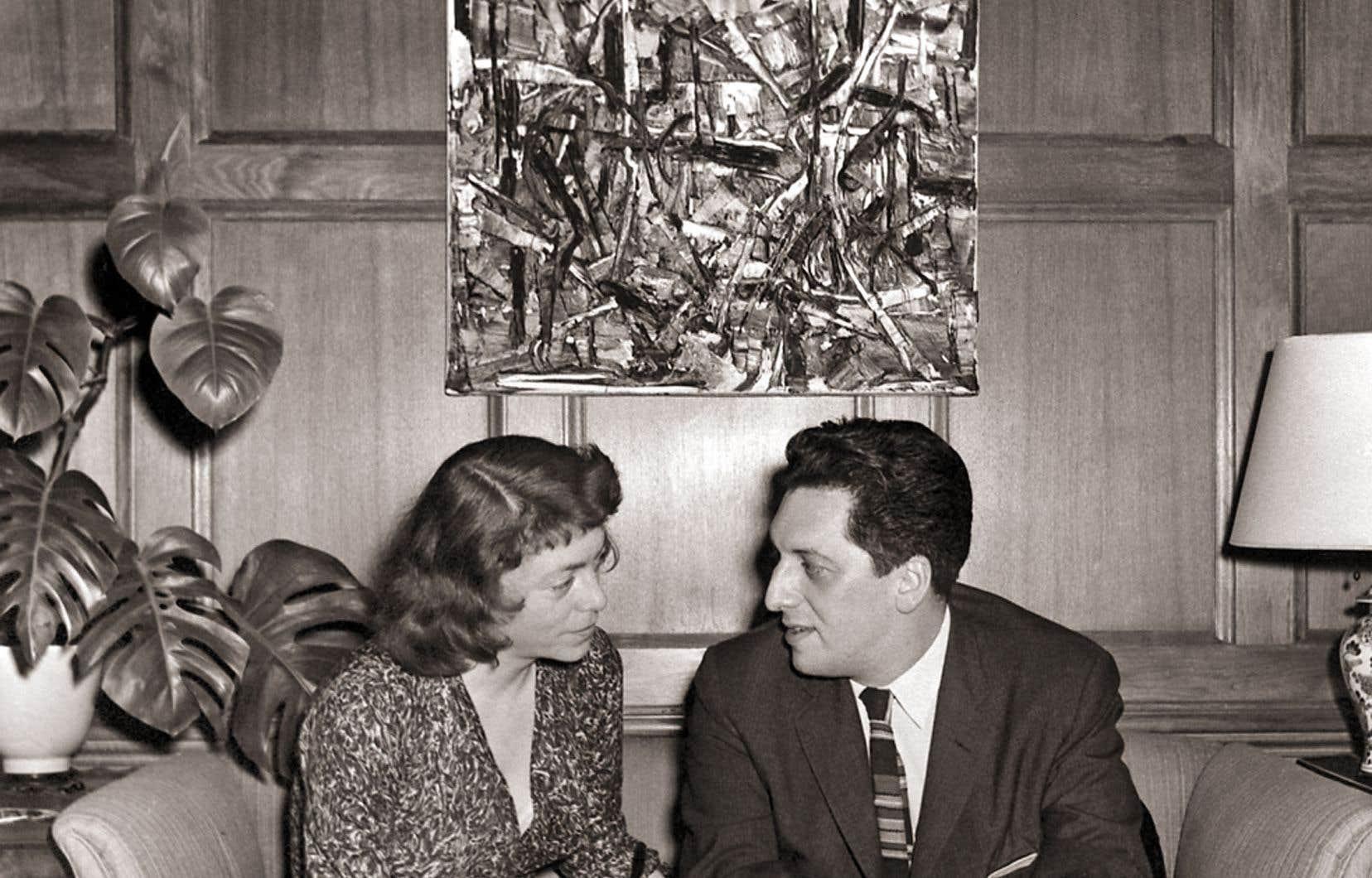L'idée de mettre en évidence les liens entre les démarches créatrices de Riopelle et de Mitchell (photographiés ici à Chicago en 1957), sans dévaloriser l'une par rapport à l'autre, ne fut pas facile à mener.