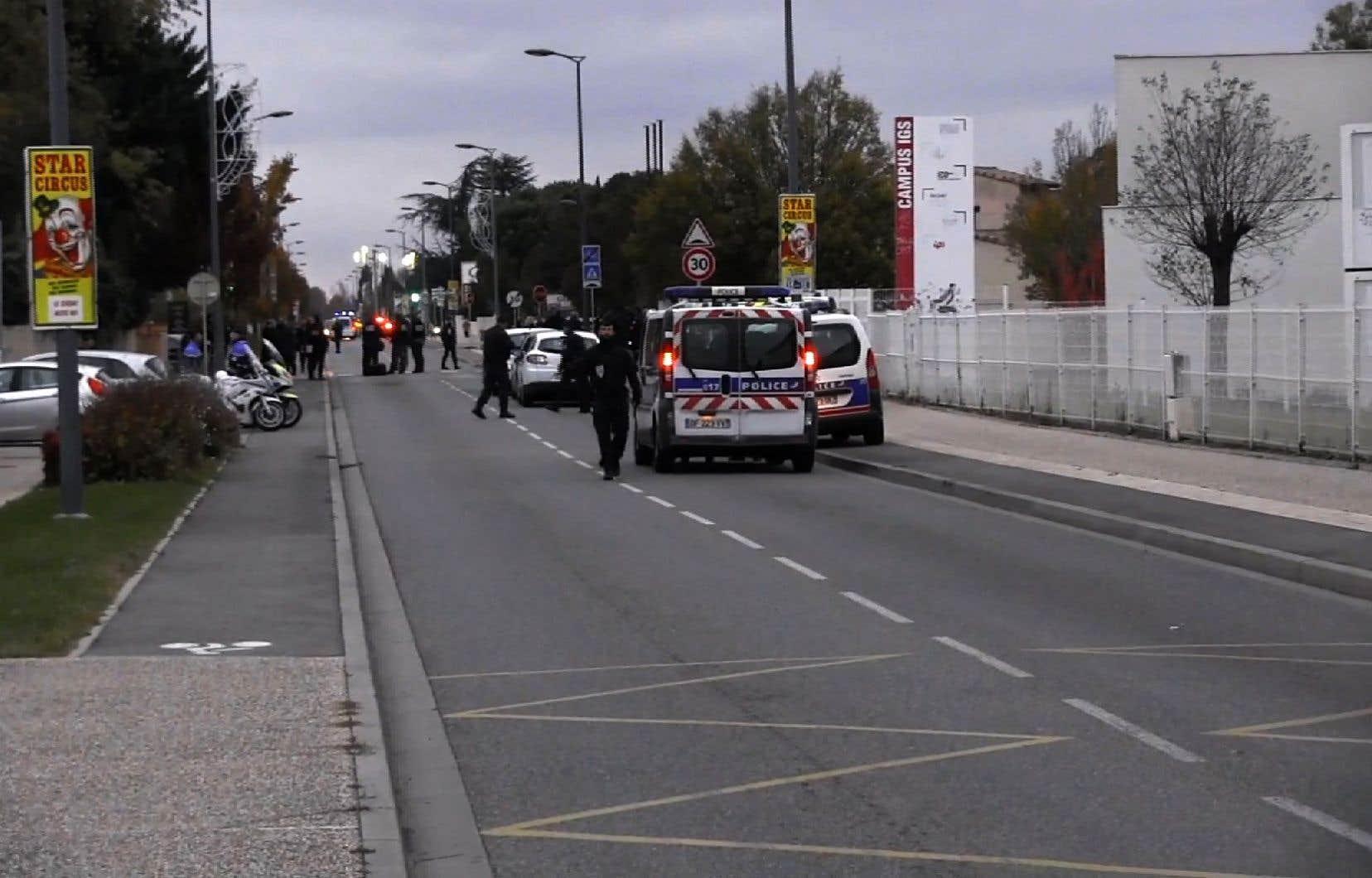 Cette attaque intervient alors que la France vit sous une constante menace terroriste depuis la vague d'attentats djihadistes sans précédent qui ont fait 241 morts depuis 2015.