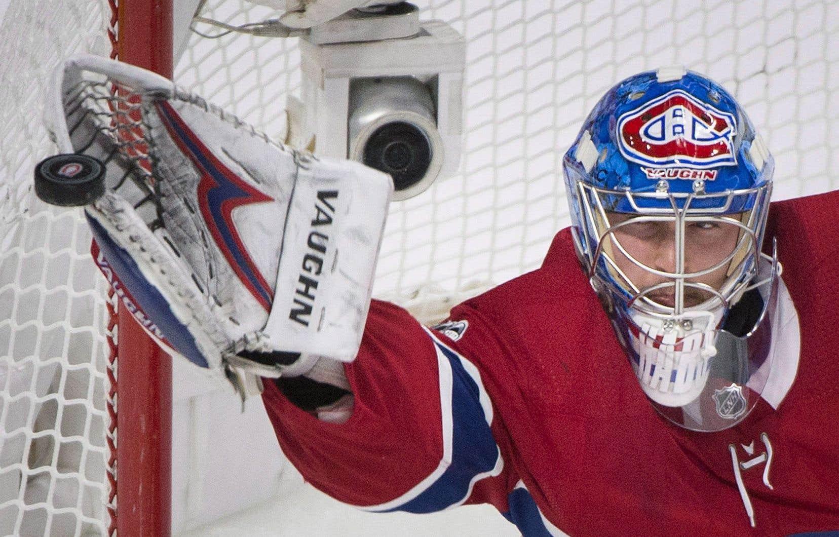 La gardien du Canadien, Charlie Lindgren, réalise un arrêt contre les Sabres de Buffalo lors du match de samedi.