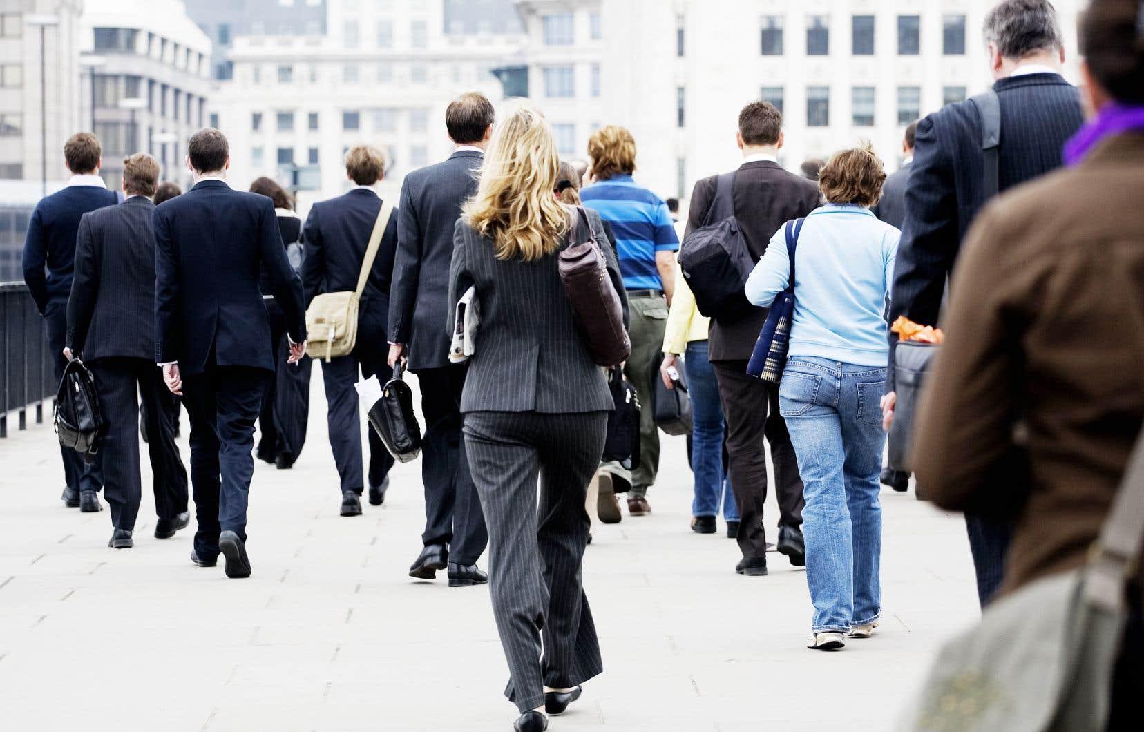 Selon le rapport, les salaires et les conditions de travail sont ainsi généralement moins bons pour les femmes, les jeunes, les personnes moins scolarisées ou les migrants que pour les autres.