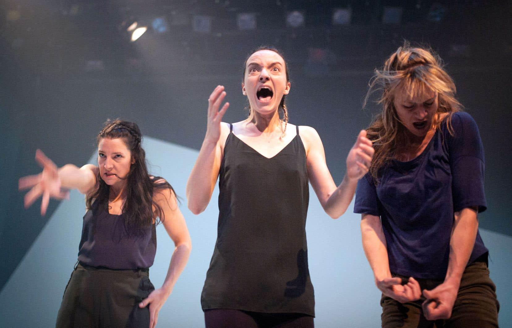 L'équipe de «Sous la nuit solitaire» en répétition, une pièce métissant danse et théâtre qui prend l'affiche au Quat'sous ces jours-ci.