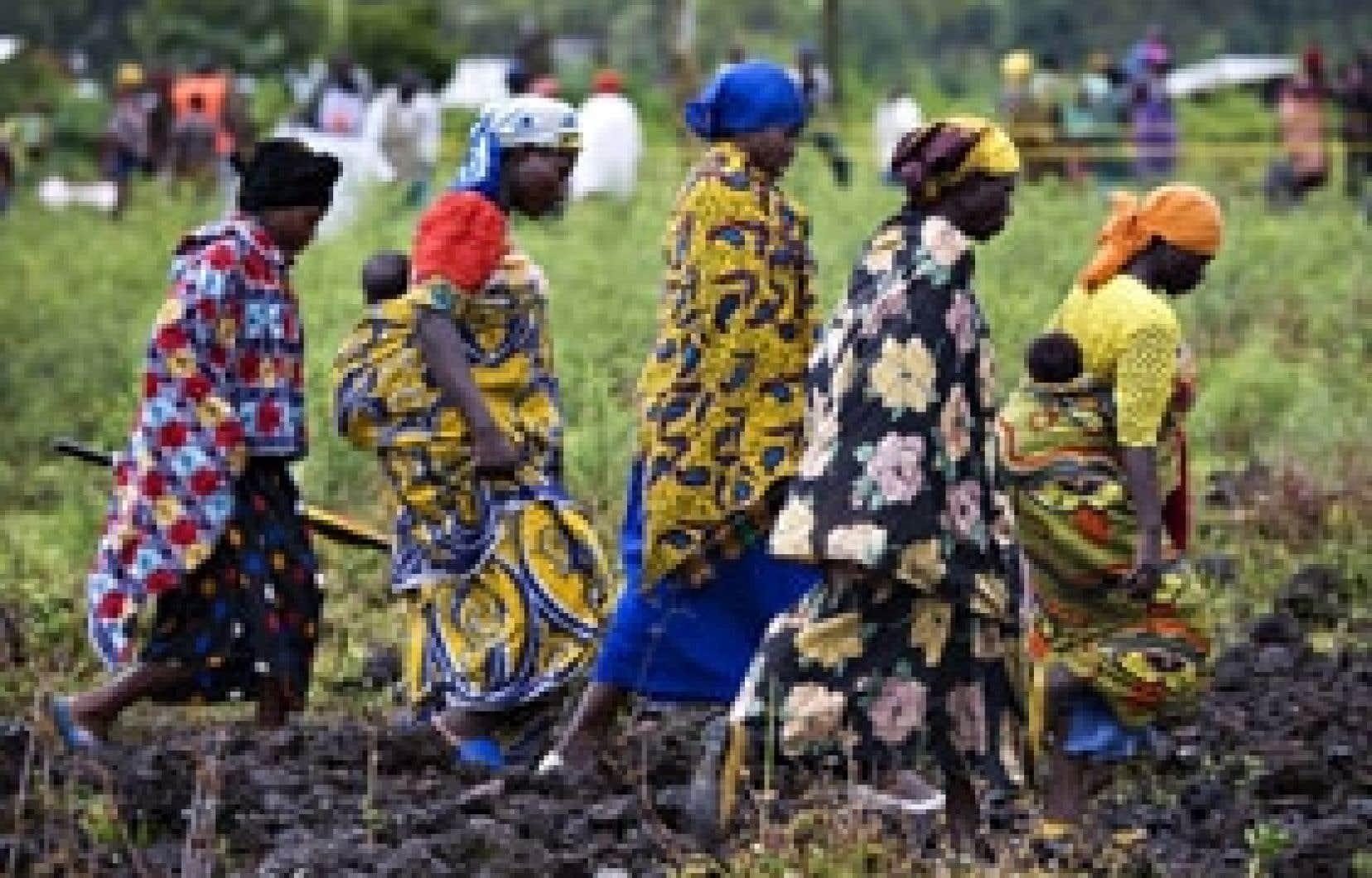 Des déplacés congolais se sont rendus hier à une centre d'aide à Kibati, au nord de Goma.