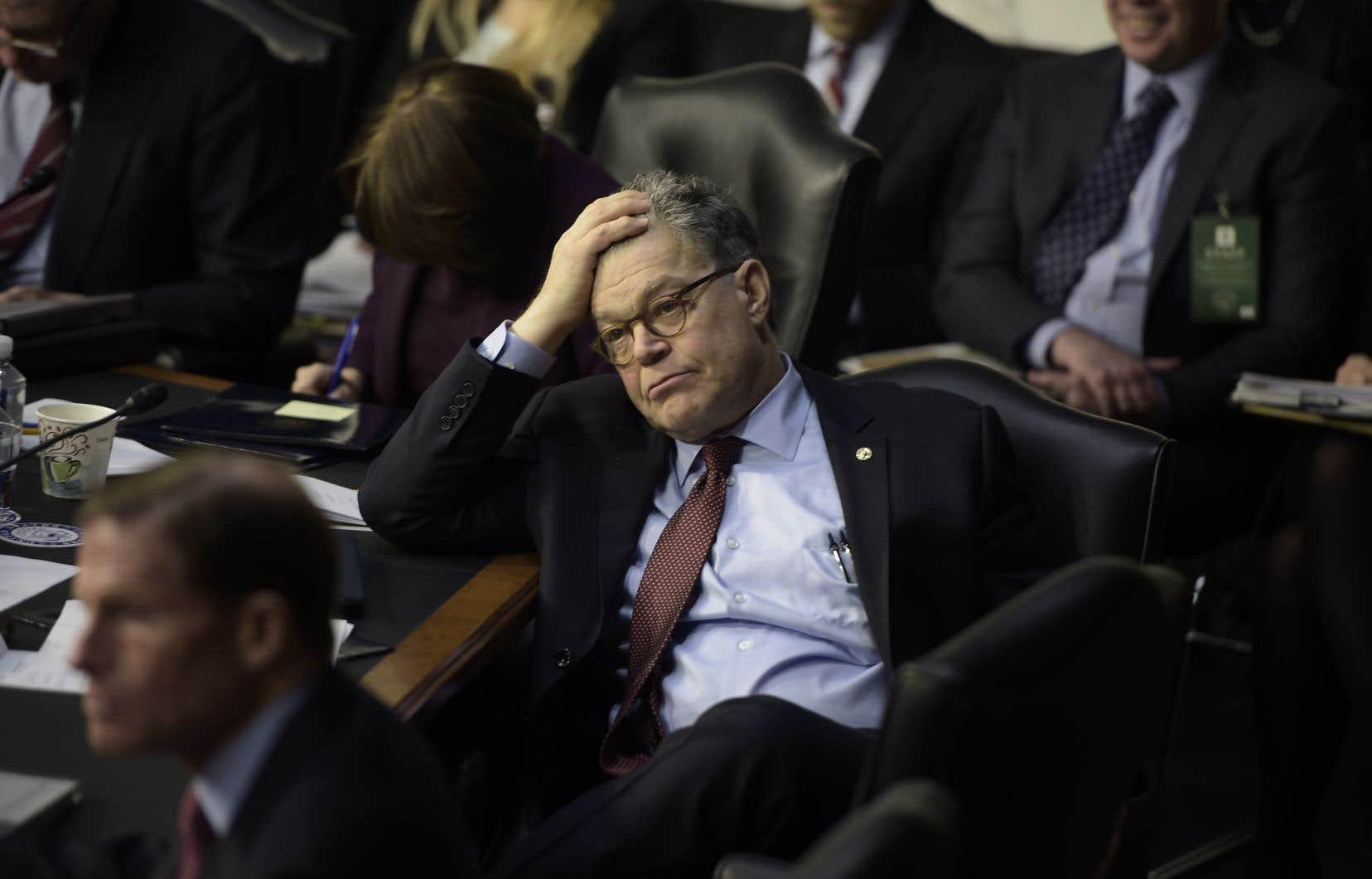 Cette semaine, le sénateur démocrate Al Franken s'est excusé pour avoir embrassé une animatrice en 2006 et touché sa poitrine.
