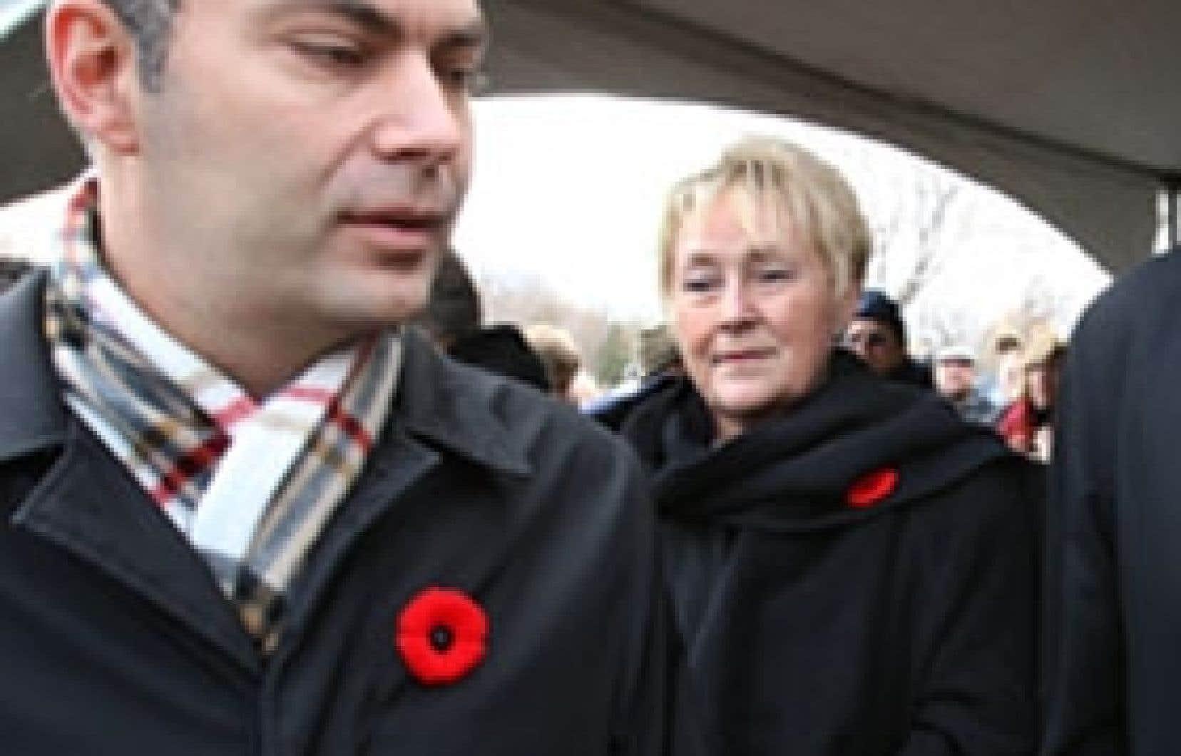 Le chef de l'ADQ, Mario Dumont, et la leader du PQ, Pauline Marois, se sont croisés hier à Montréal, à l'occasion d'une cérémonie marquant le jour du Souvenir.