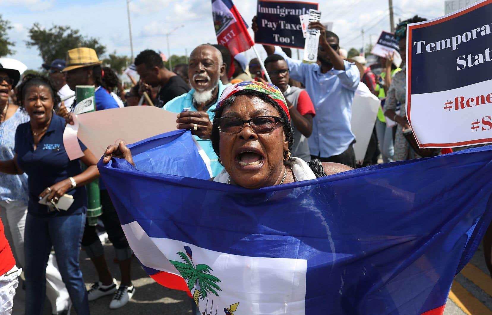 Des Haitiens manifestaient à Miami, en mai dernier, après que le gouvernement américain eut laissé entendre que leur statut temporaire de protection serait éliminé.