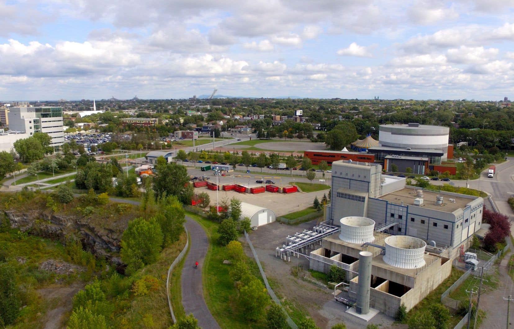 La centrale Biomont récupère le biogaz de l'ancien dépotoir du quartier Saint-Michel pour le transformer en énergie et alimenter en chaleur des établissements proches tels que le Cirque du Soleil et la Tohu.