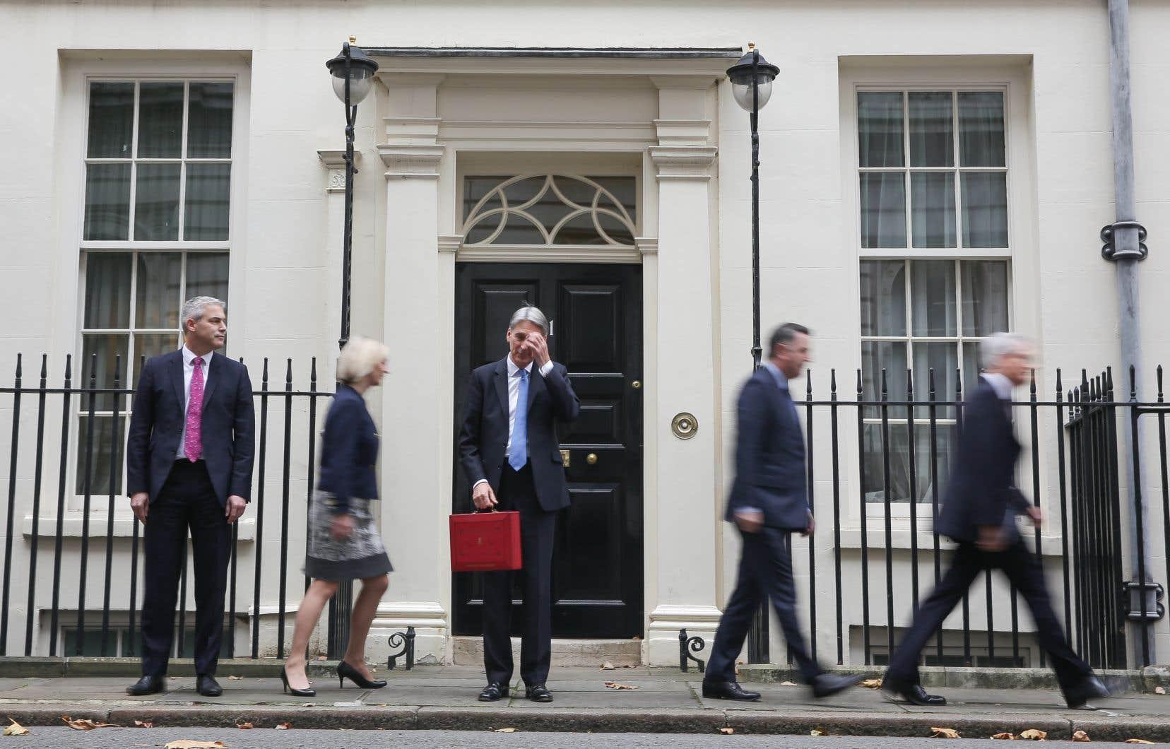 L'économie du pays est freinée par la baisse du pouvoir d'achat des Britanniques à cause d'une inflation accélérée par la dépréciation de la livre, elle-même provoquée par les doutes sur le Brexit.