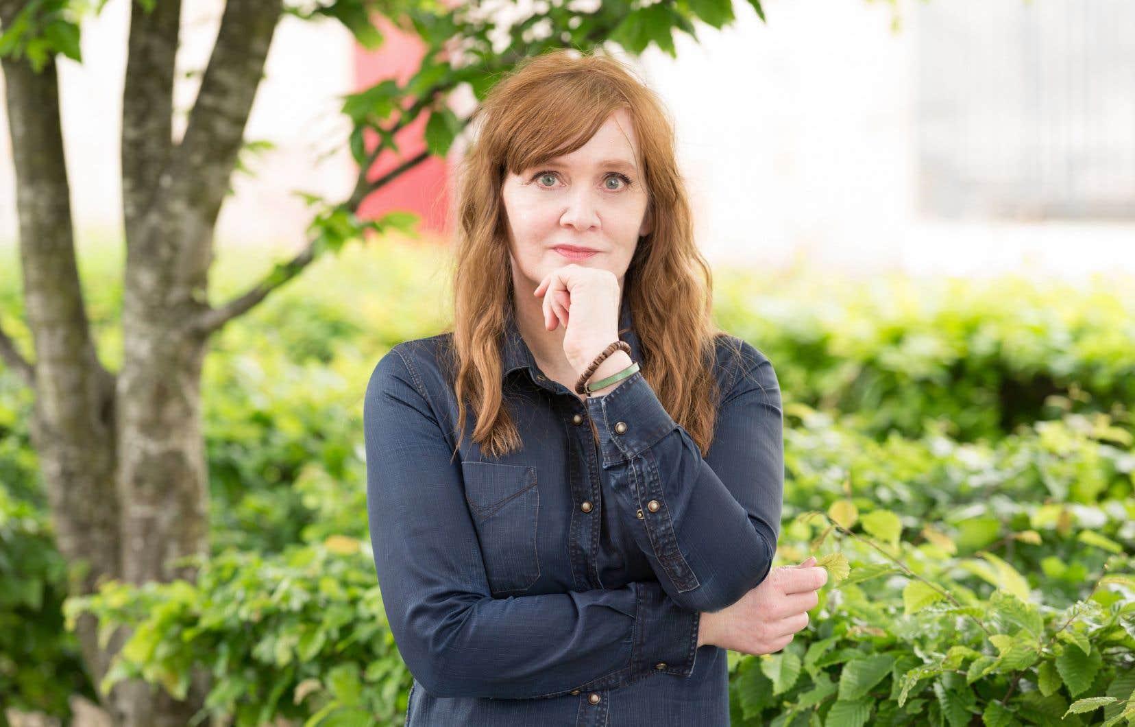 Qui d'autre qu'Auður Ava Ólafsdóttir pour faire de thèmes aussi sombres que le divorce, l'abattement, la guerre et les idées suicidaires un canevas aussi léger?
