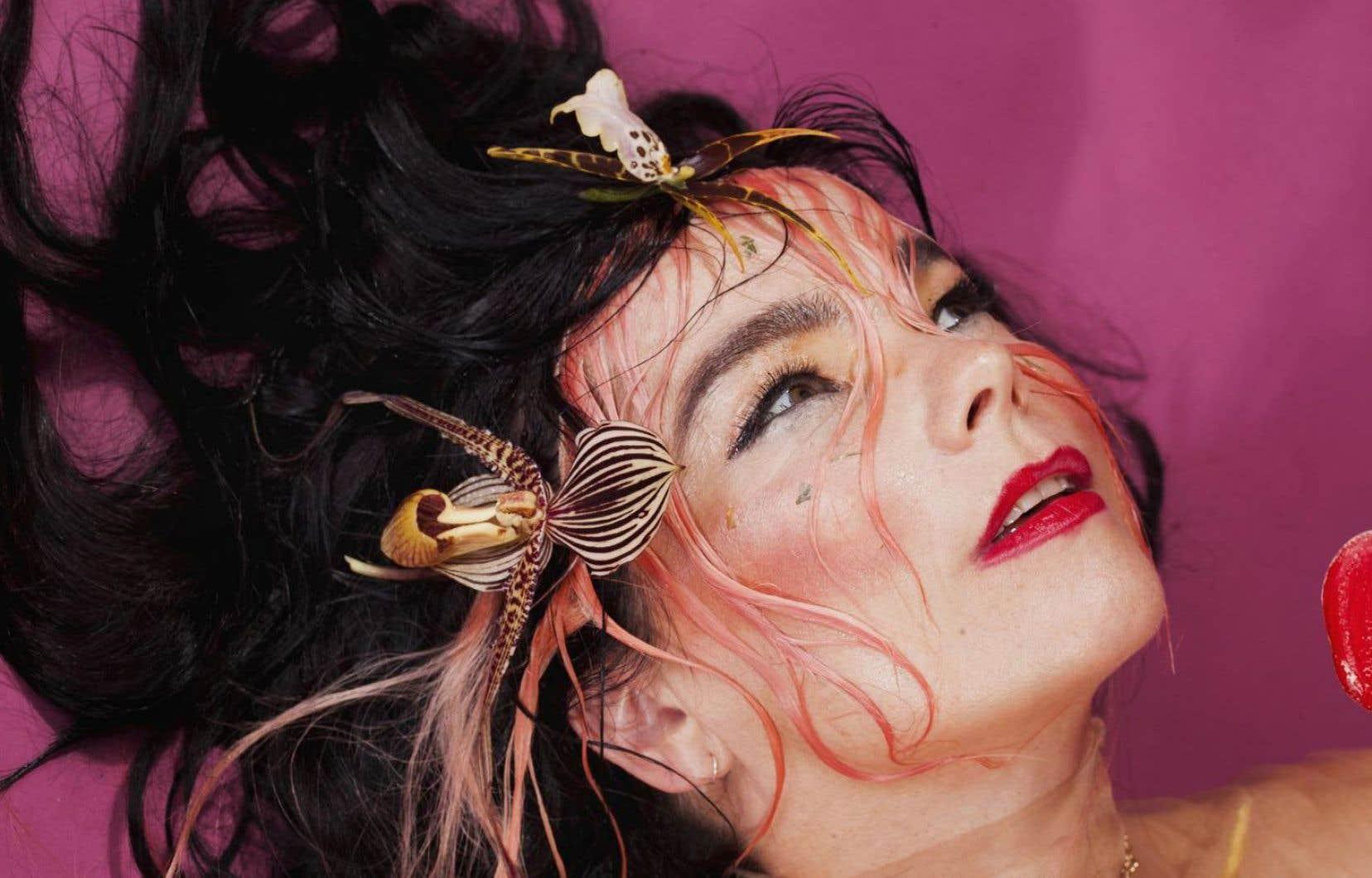Les jours meilleurs sont annoncés dans le 10e album solo de Björk. Un rêve, un message d'espoir de l'artiste unique qui ici se dresse en réaction au précédent album et devant les obstacles jalonnant sa vie personnelle.