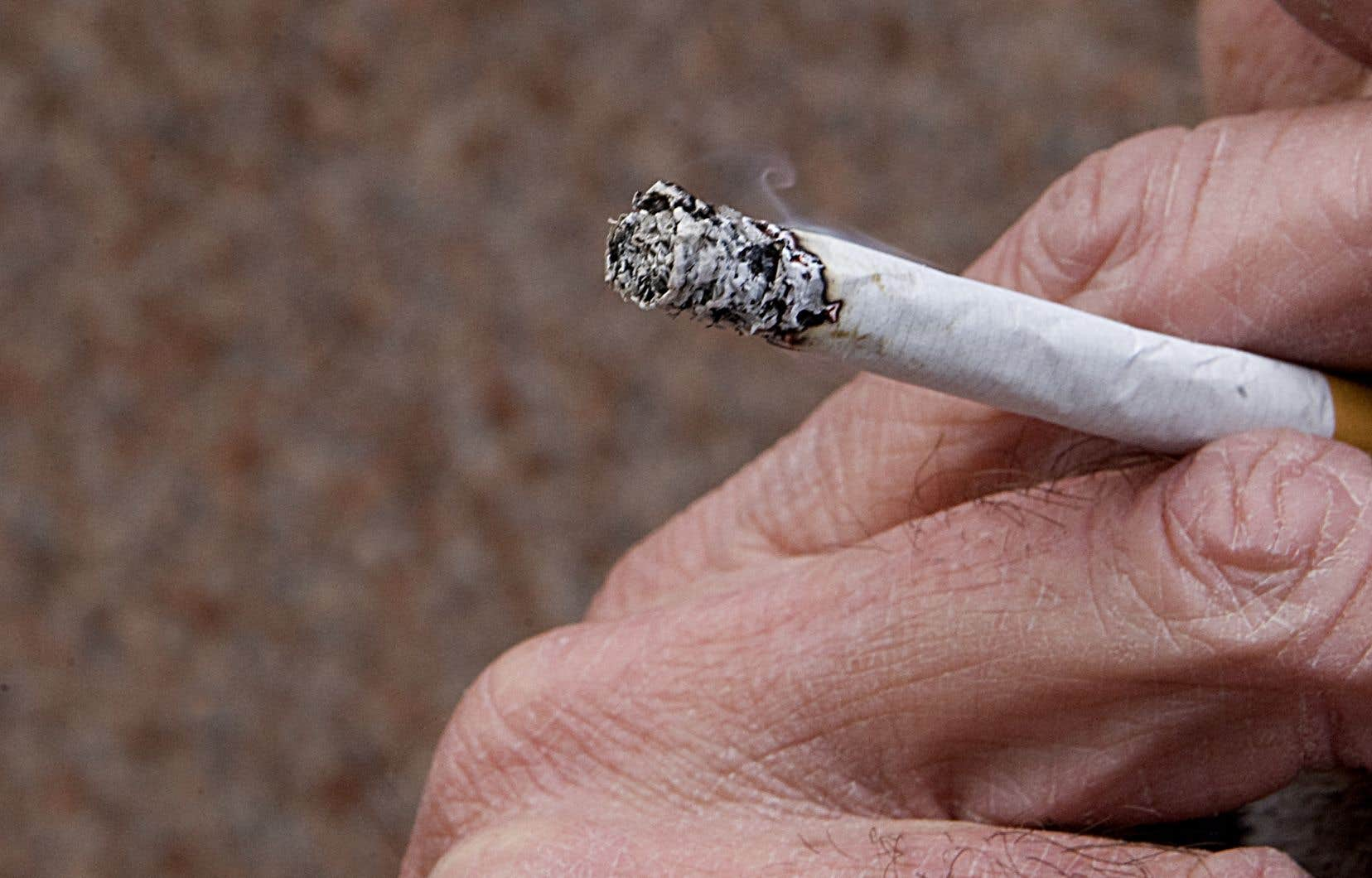 <p>Le tabagisme reste la principale cause de décès et de maladie évitable aux États-Unis et demeure responsable de 480000 morts chaque année.</p>