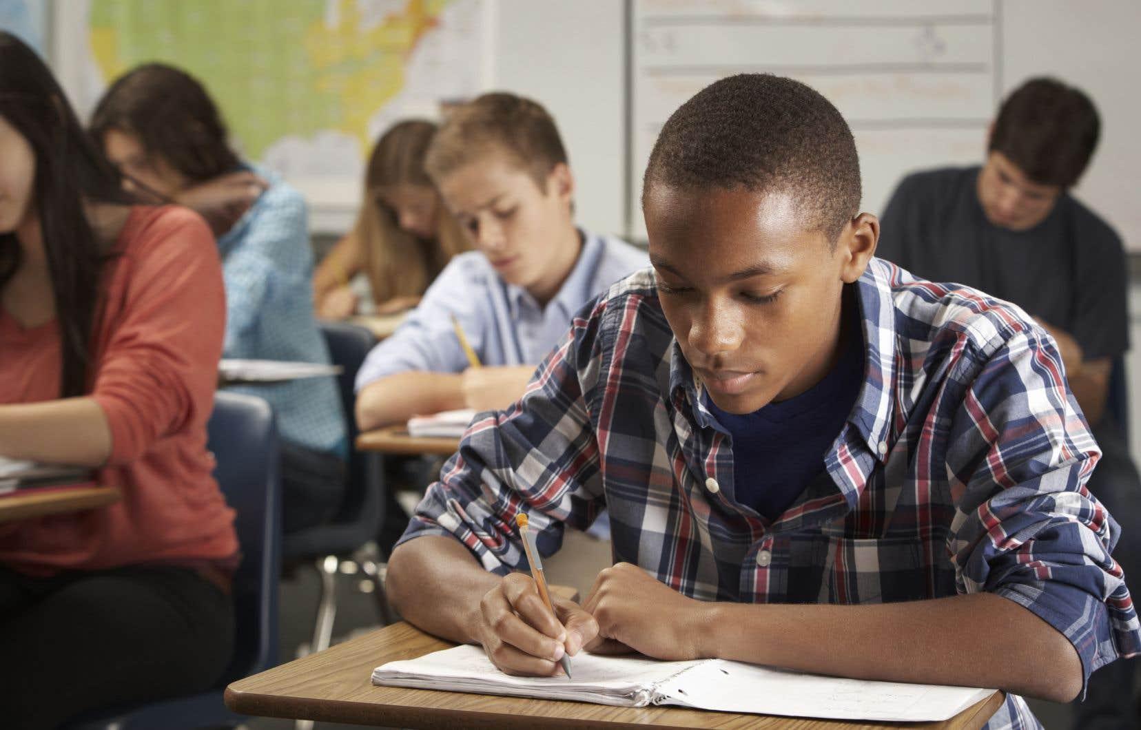 «Il y a lieu de se demander si la formation que reçoivent les enseignants québécois les prépare adéquatement à offrir des cours désormais plus substantiels,» avance l'auteur.