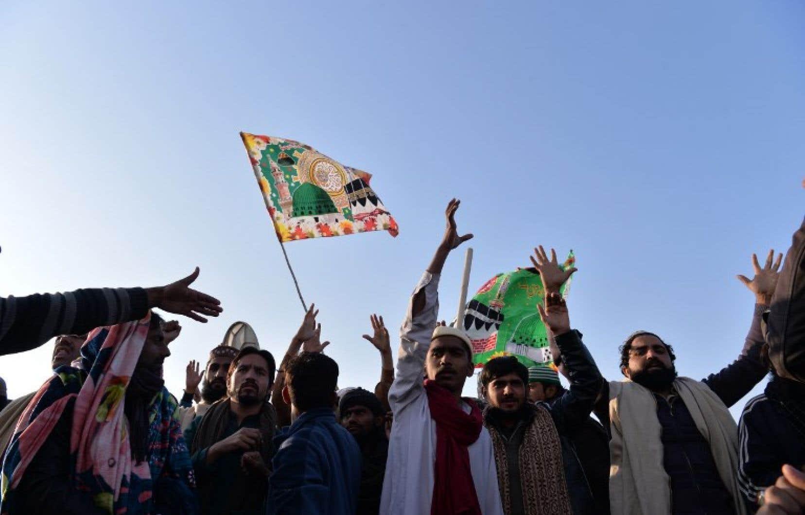 Les islamistes occupaient depuis trois semaines un pont autoroutier stratégique sur la principale autoroute reliant Islamabad à l'agglomération voisine de Rawalpindi.