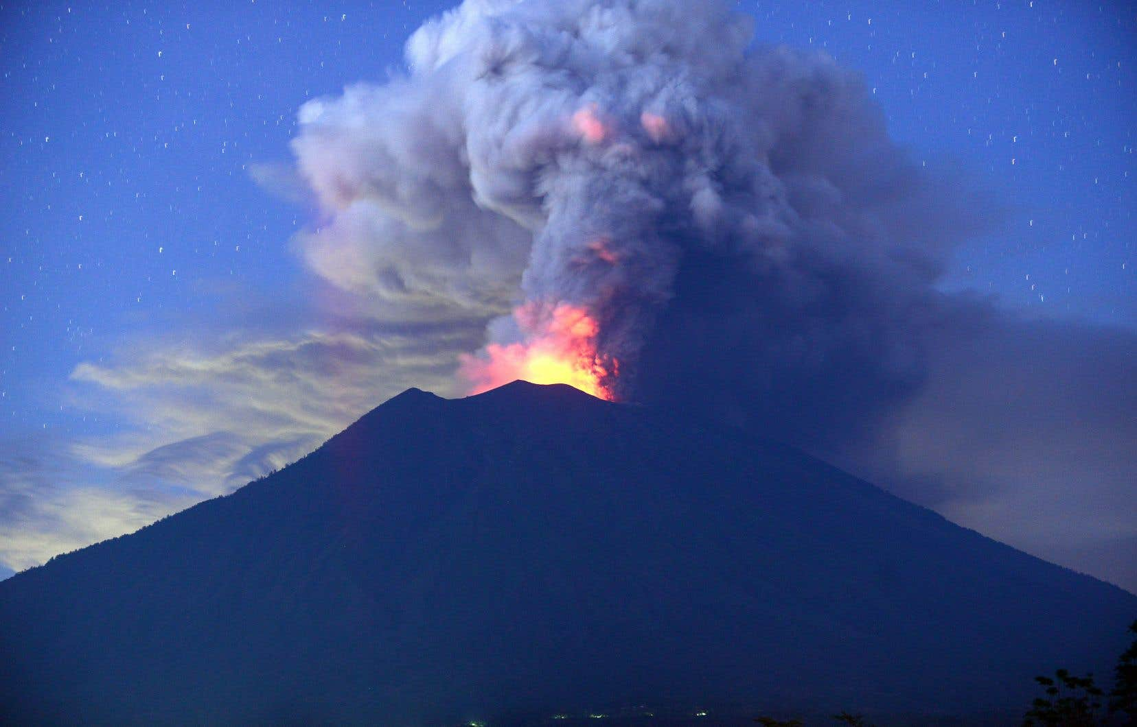 Le volcan Agung, mardi