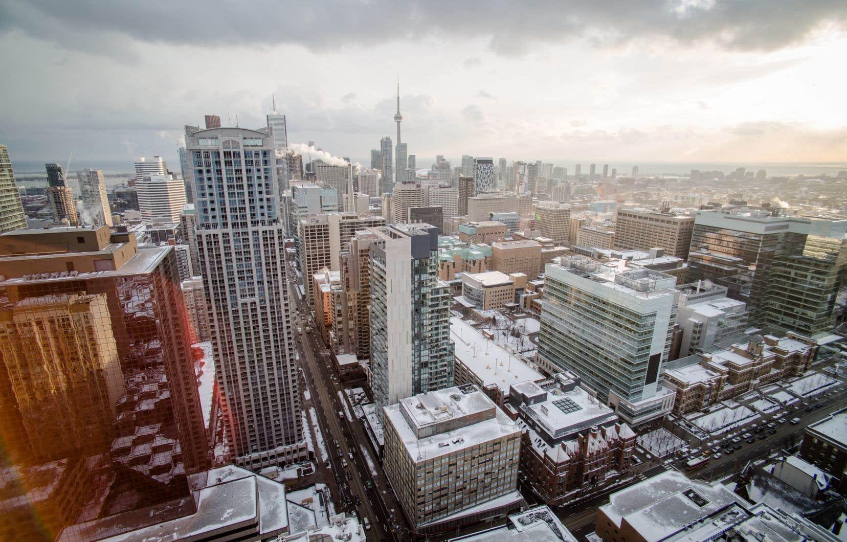 Une des principales sources de préoccupation pour les autorités responsables de la politique monétaire a été la très forte poussée des prix de l'immobilier dans certaines régions canadiennes (comme à Toronto, sur la photo).