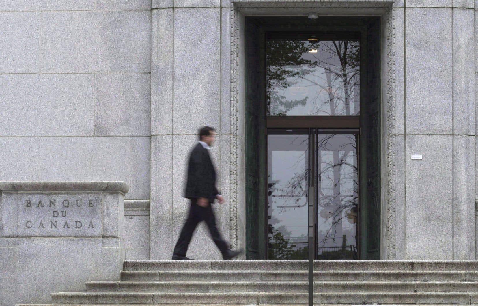 Le niveau d'endettement élevé des ménages et la flambée du marché immobilier de certaines régions demeurent cependant les deux principales vulnérabilités que la Banque du Canada garde à l'œil.