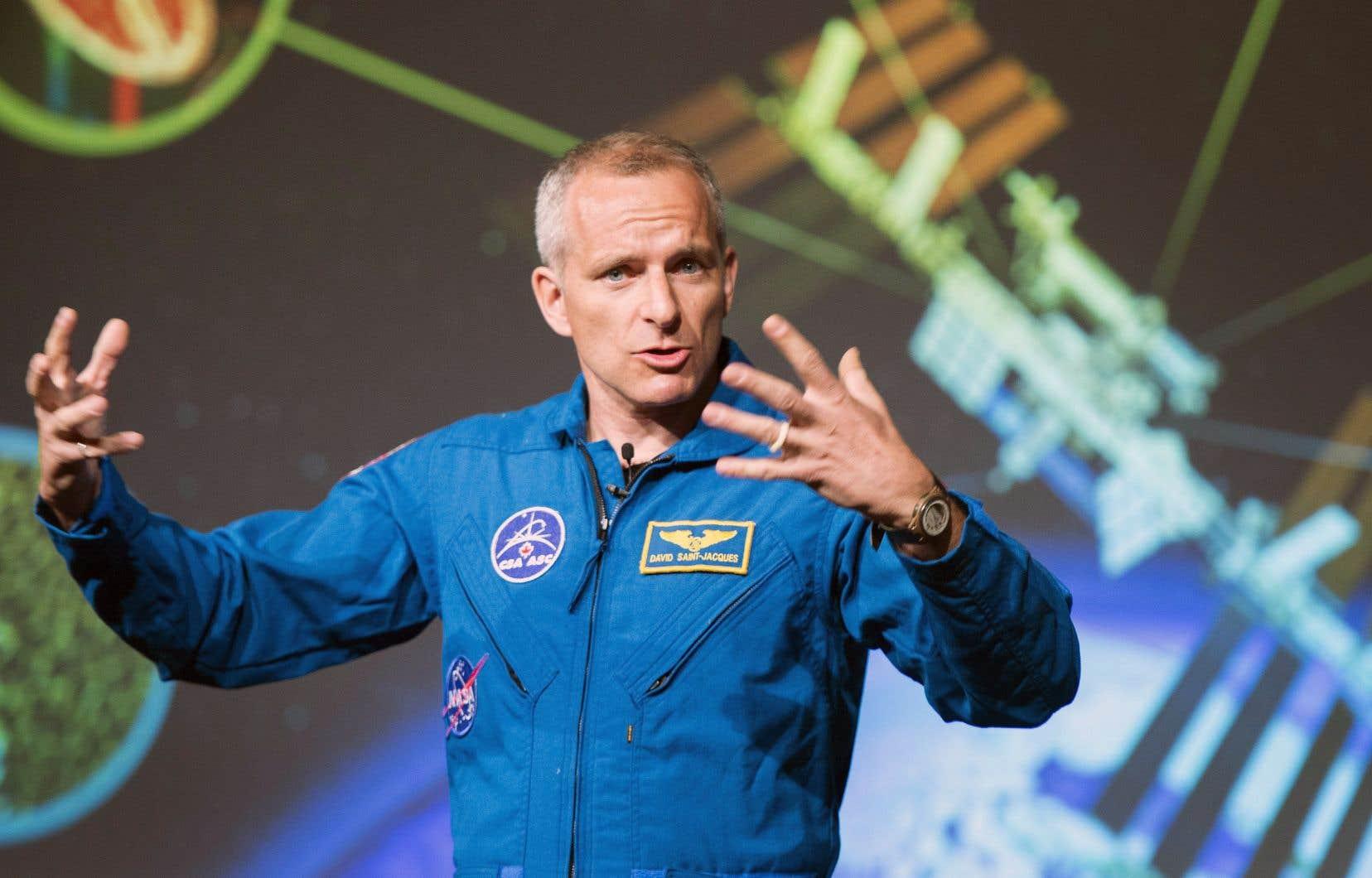L'astronaute David Saint-Jacques a rencontré la presse, mercredi à Saint-Hubert, pour expliquer les expériences qu'il mènera dans la Station spatiale internationale.