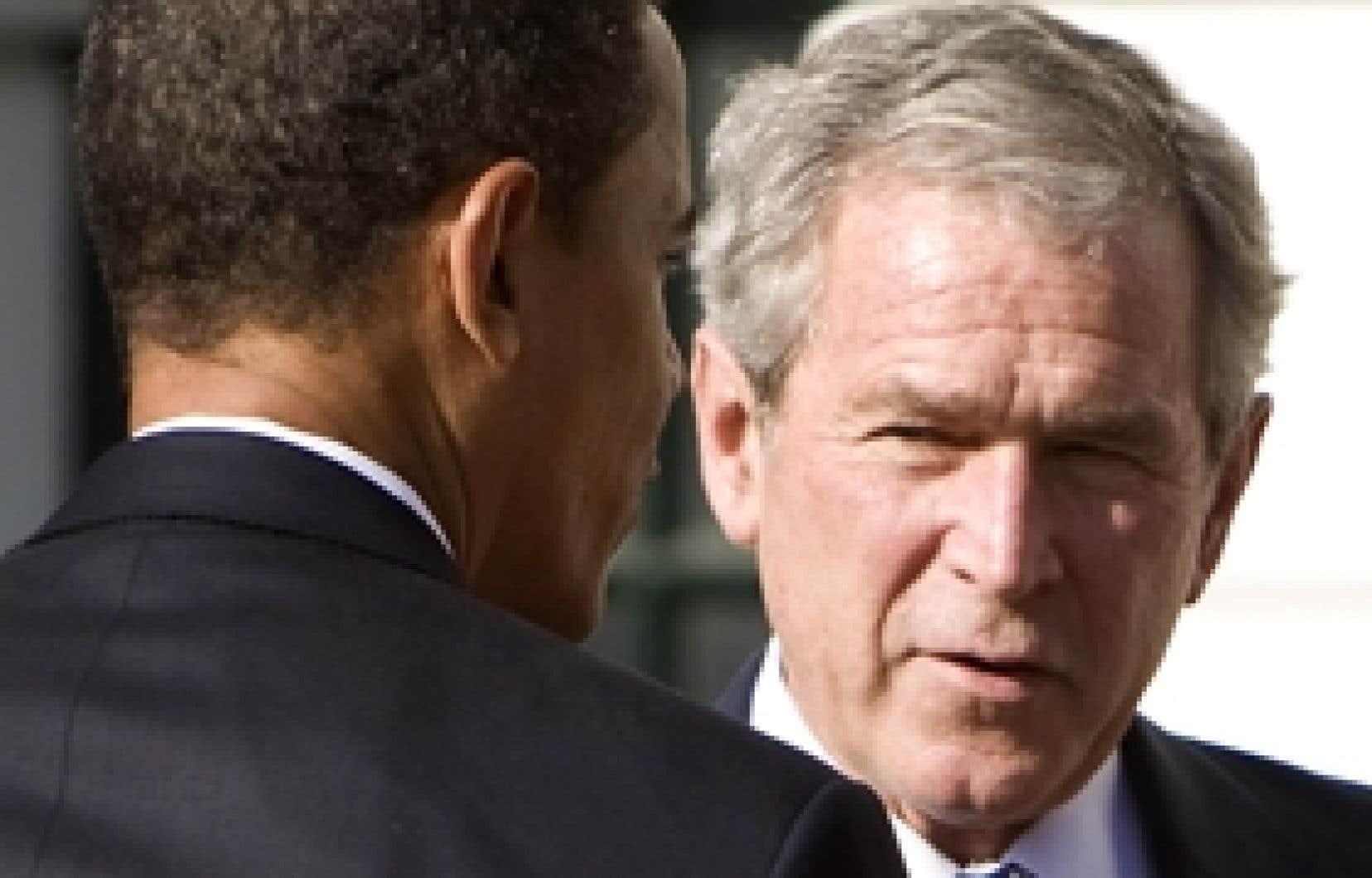 Barack Obama a été accueilli par George W. Bush à son arrivée à la Maison-Blanche.