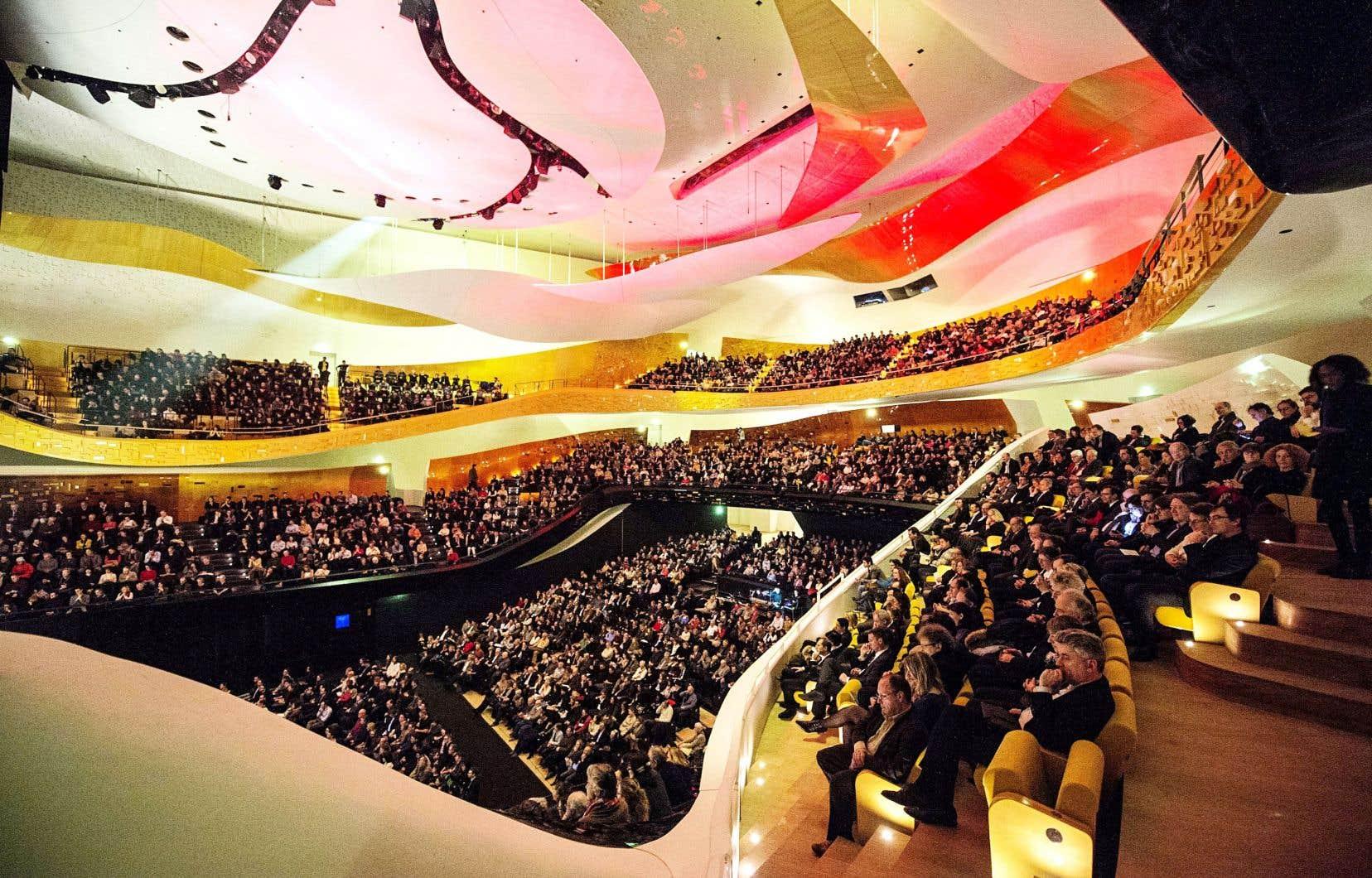 La Philharmonie de Paris s'inscrit dans un complexe, au nord de Paris, qui comprend le Conservatoire, le Musée de la musique et la Cité de la musique, salle de 1000 places construite par Christian de Portzamparc en 1995.