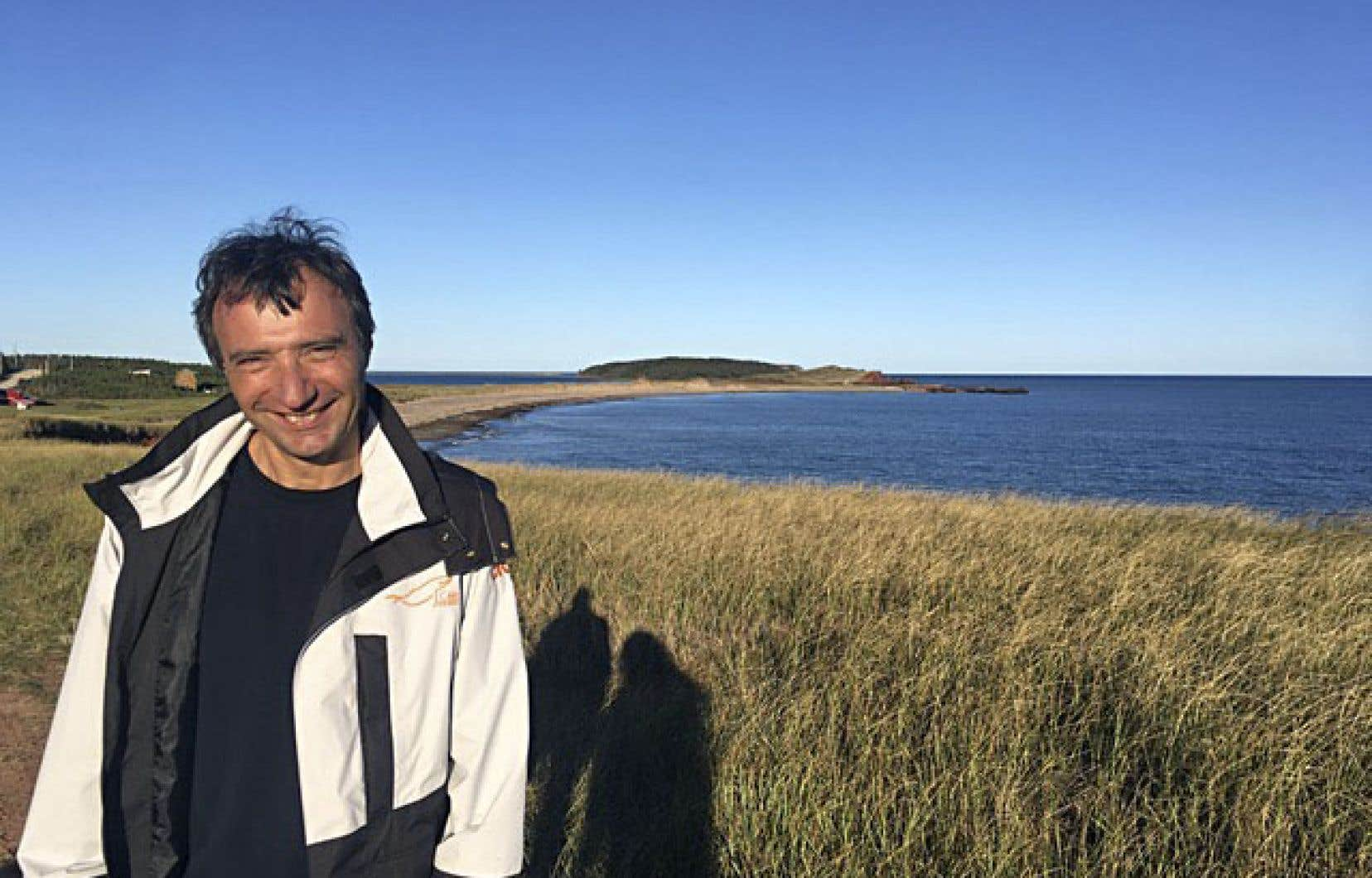 Mario Cyr convie les spectateurs à découvrir les fonds marins des îles de la Madeleine.