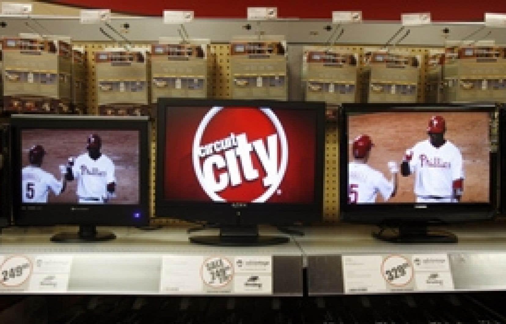 Des téléviseurs en vente dans un magasin Circuit City de New York. Le numéro deux américain de la distribution d'électronique grand public a subi des pertes lors de cinq de ses six derniers trimestres.