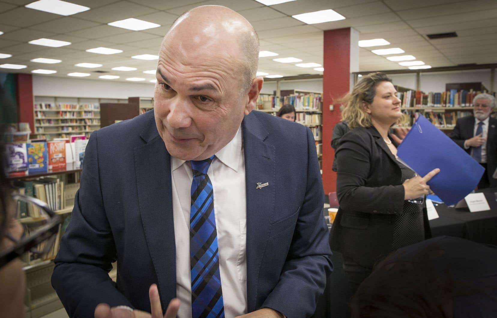 Miville Boudreault, président de la Commission scolaire de la Pointe-de-l'Île, réclame une intervention rapide de Québec dans le dossier de la surfacturation.