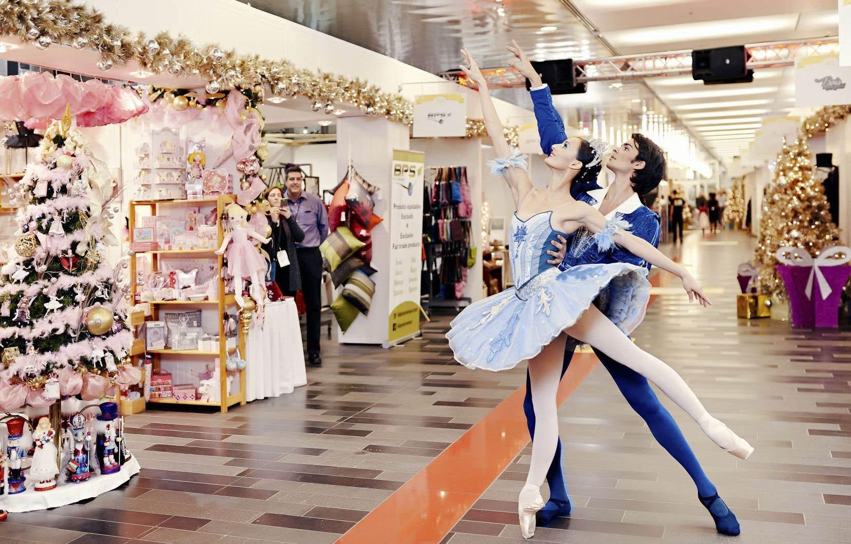 C'est en pensant «hors de la boîte» que les Grands Ballets ont mis en place, en 2010, le Marché Casse-Noisette, en lien avec leur traditionnel spectacle du temps des Fêtes (sur la photo, les danseurs Myriam Simon et Constantine Allen).