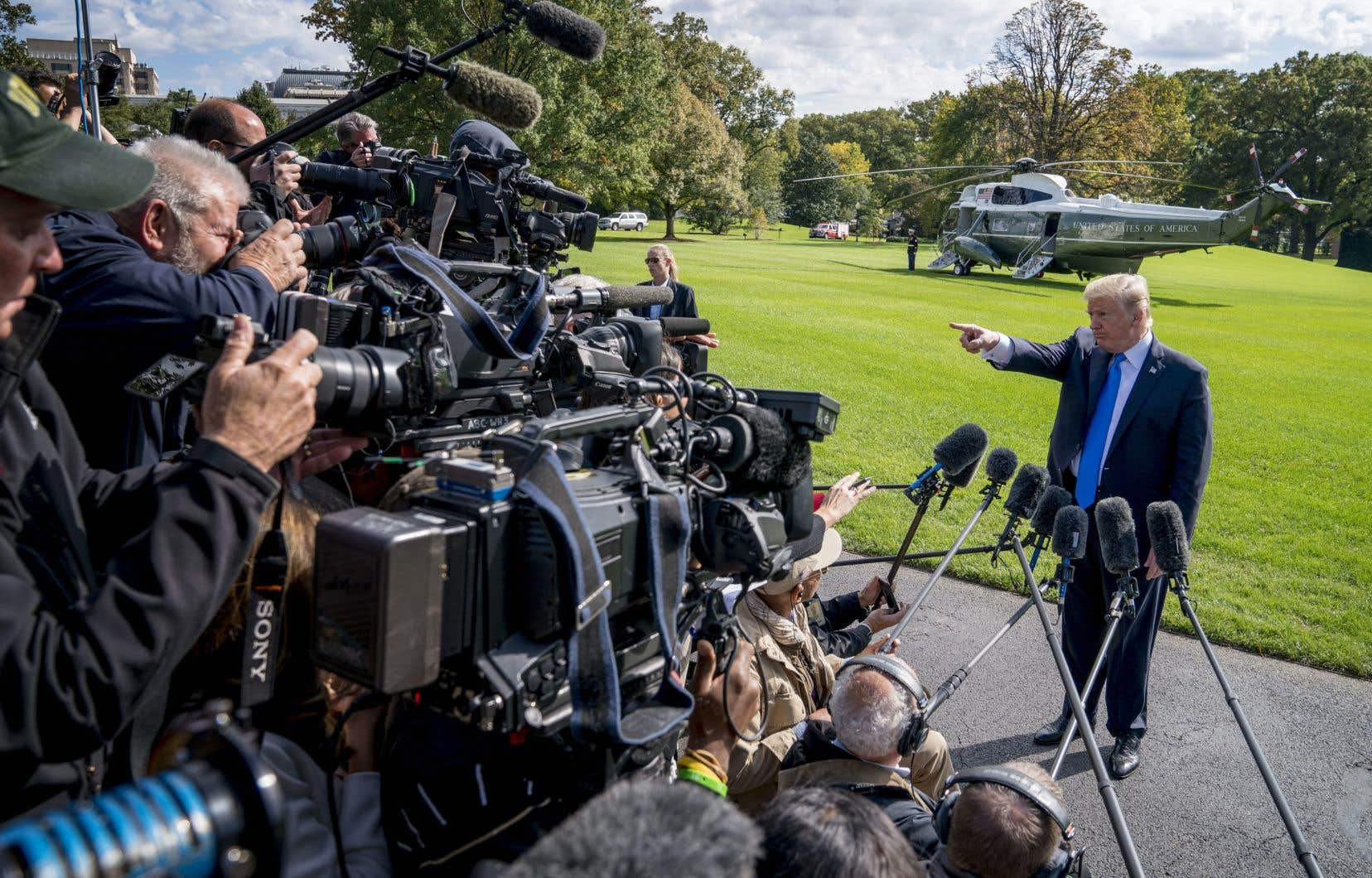 44% des sondés considèrent que la presse «fabrique» des histoires sur Donald Trump.