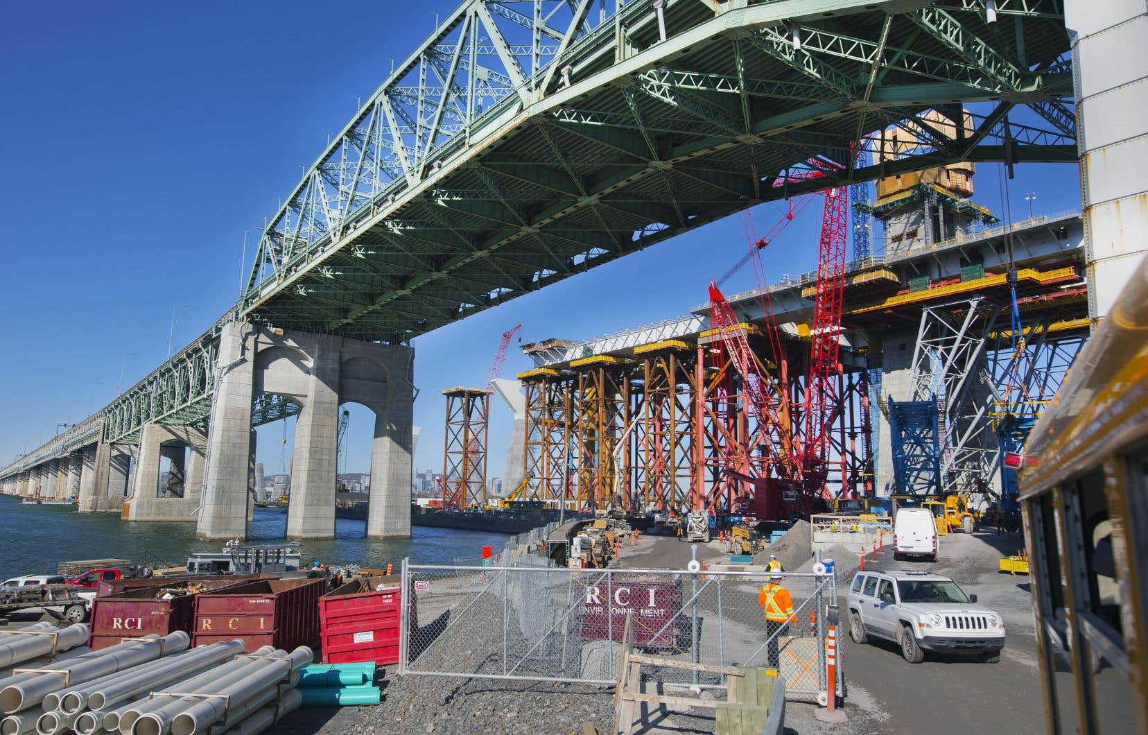 Plus de 2000 pièces maîtresses de la structure du nouveau pont Champlain, importées de l'étranger, ont dû être réparées depuis l'automne 2016.