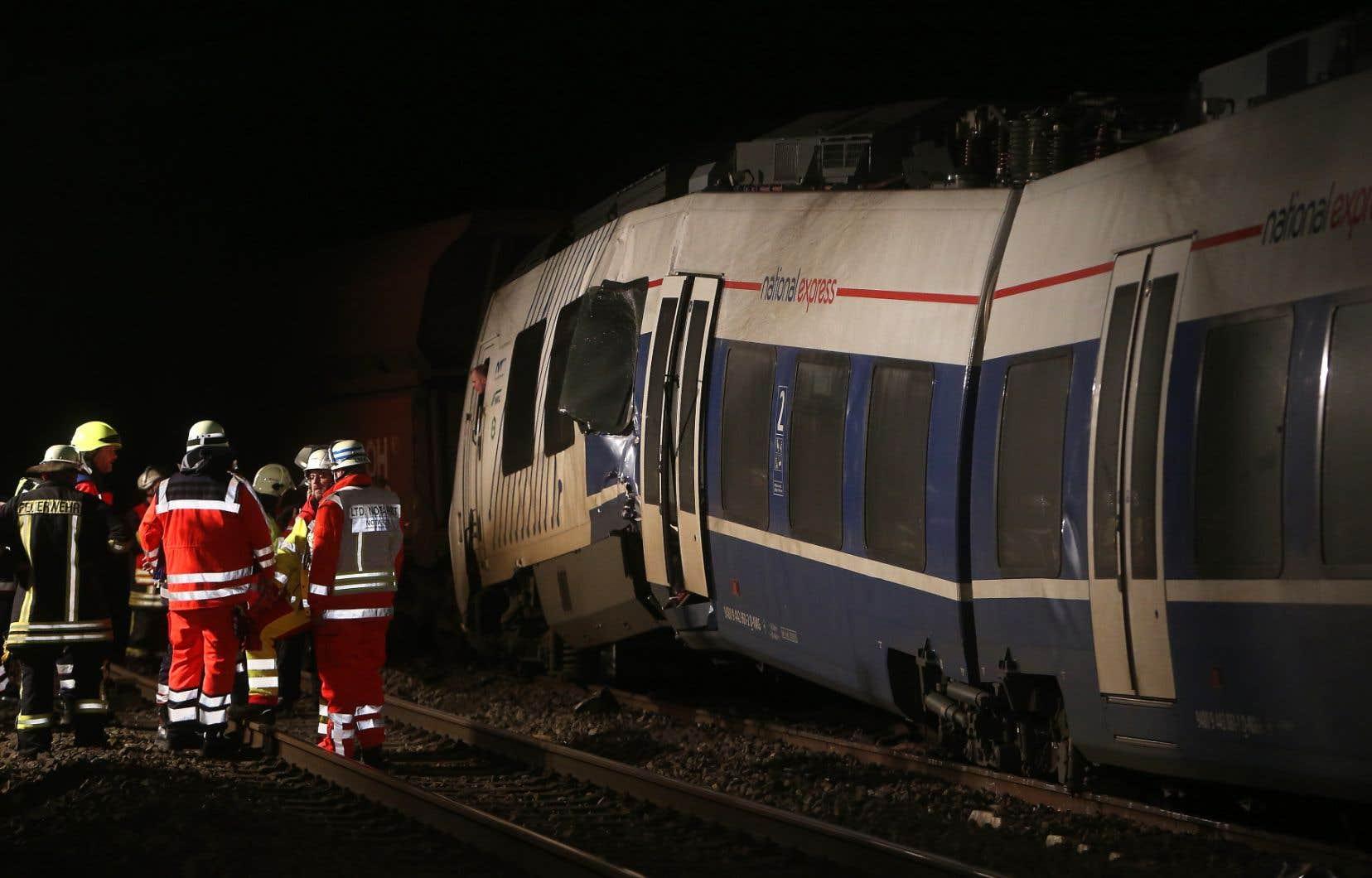 La collision est survenue entre un train de passagers et un convoi de marchandises.