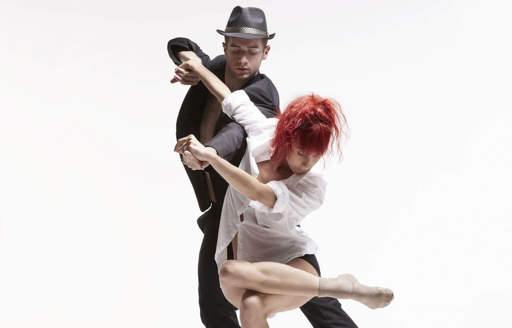 Dans un écrin spectaculaire huilé, les danseurs des Ballets jazz de Montréal enchaînent les tableaux sur les chansons emblématiques de Cohen.