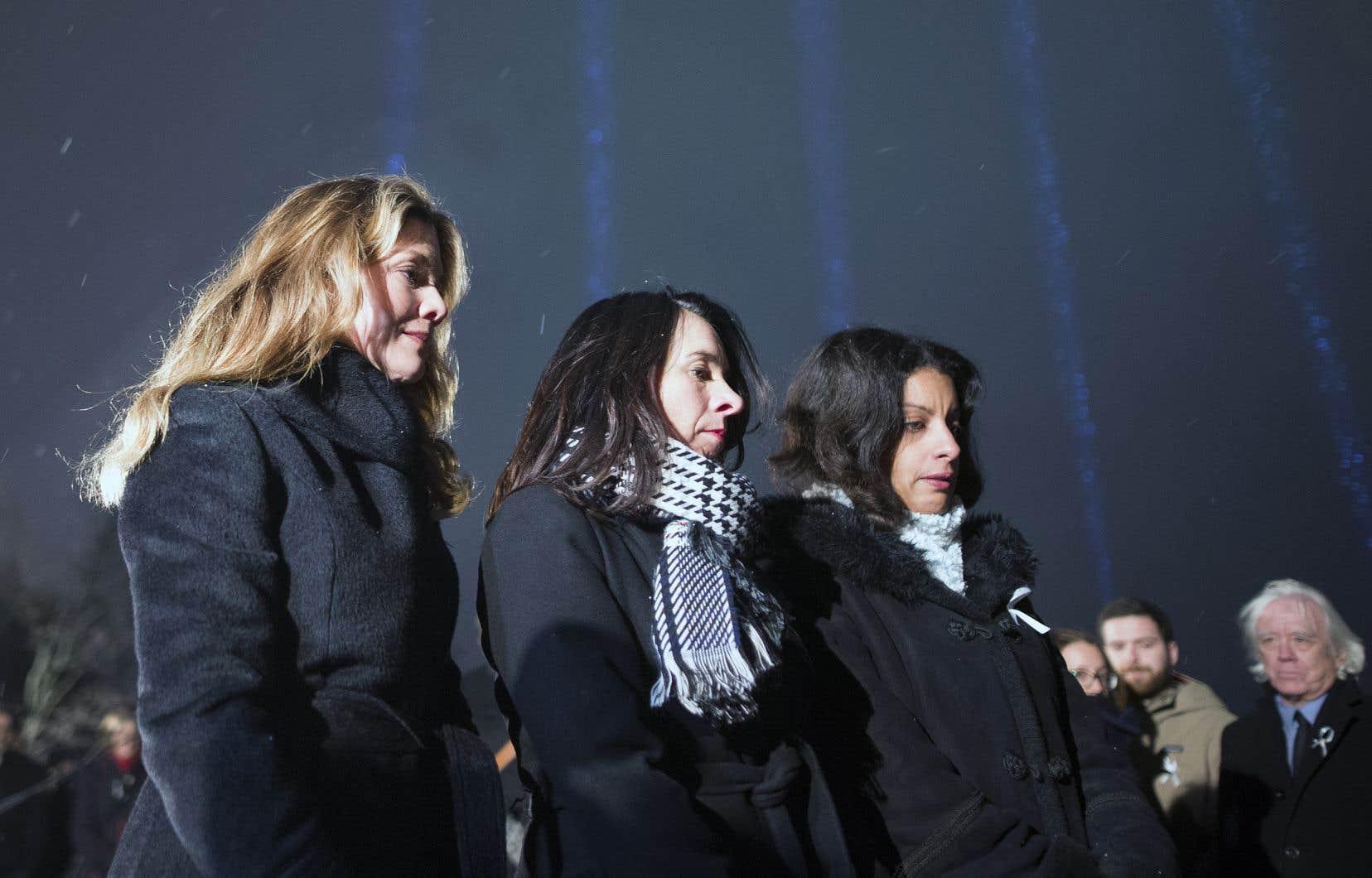 L'épouse du premier ministre Justin Trudeau, Sophie Grégoire, la mairesse de Montréal, Valérie Plante, etla vice-première ministre du Québec, Dominique Anglade, ont participé à la soirée commémorative.