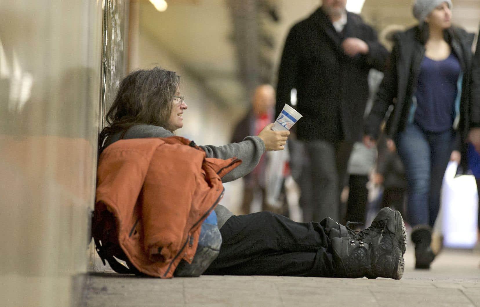 On voit relativement peu d'itinérantes dans les rues, mais ce n'est que parce que les femmes sans domicile fixe ont tendance à cacher leur misère.