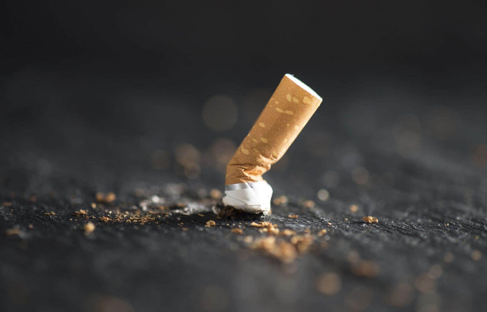 Le Trident a dû acquitter une amende de 682$ après la plainte d'un spectateur disant avoir été incommodé par la fumée d'une cigarette que grillait un comédien sur scène.