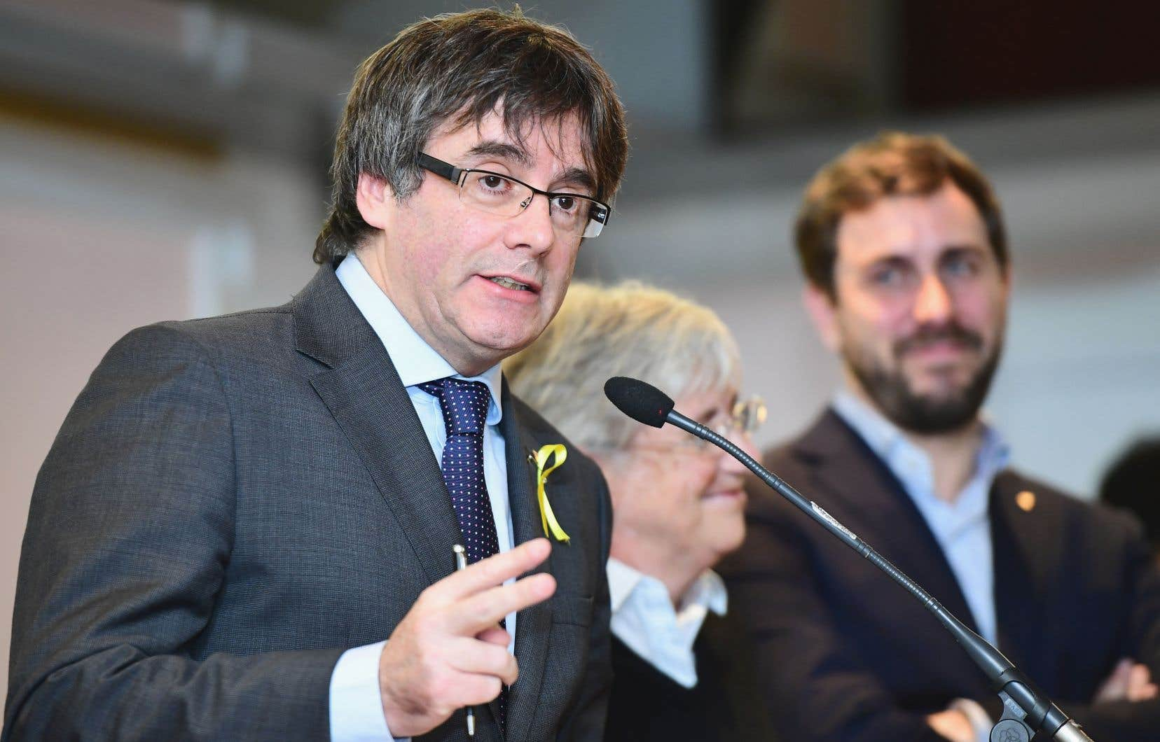 Carles Puigdemont a précisé qu'il n'excluait pas de rentrer dans son pays après les élections régionales du 21 décembre.