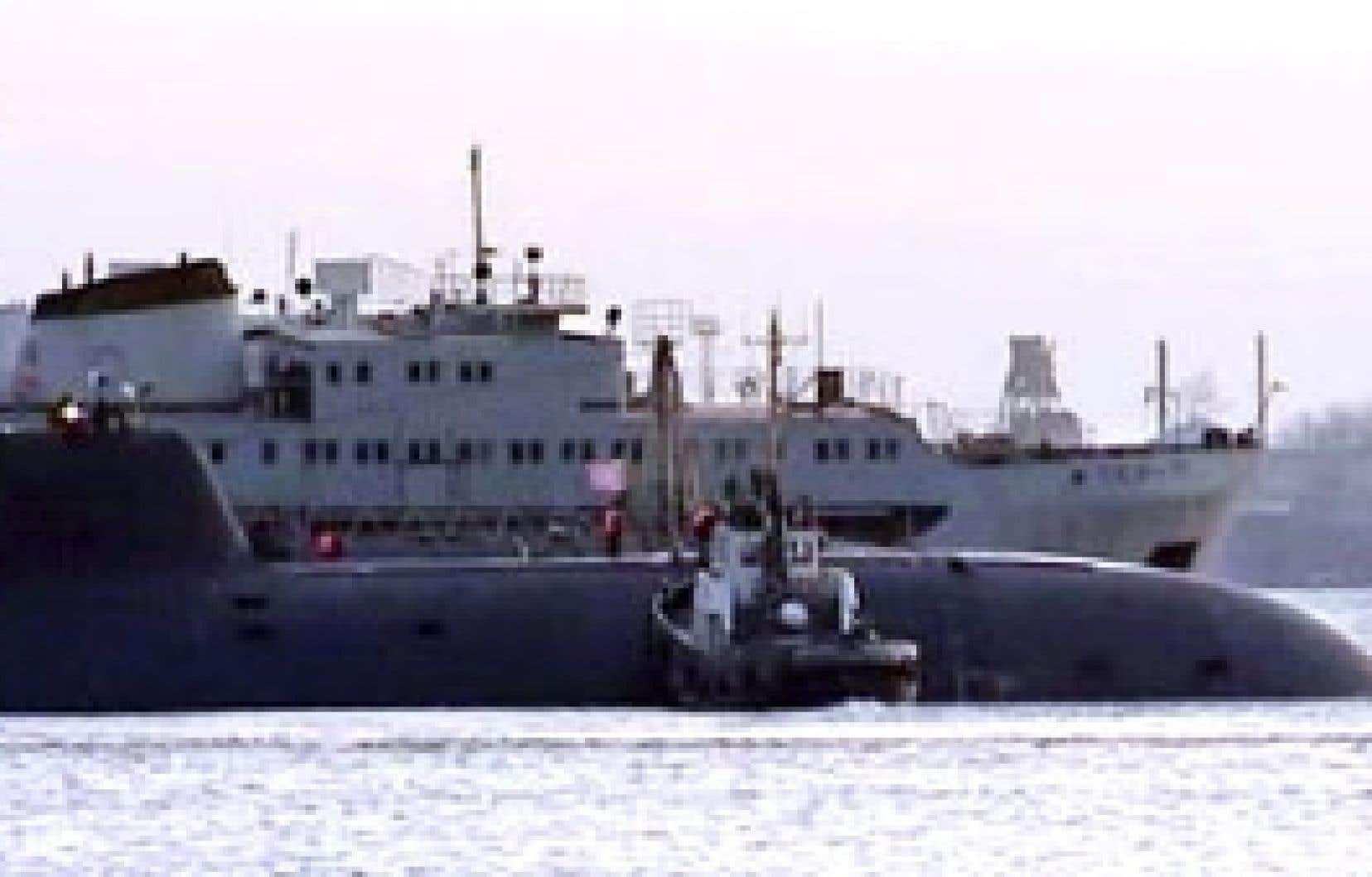 Une image tirée de la télévision russe montrant le sous-marin russe au port de Bolchoï Kamen.