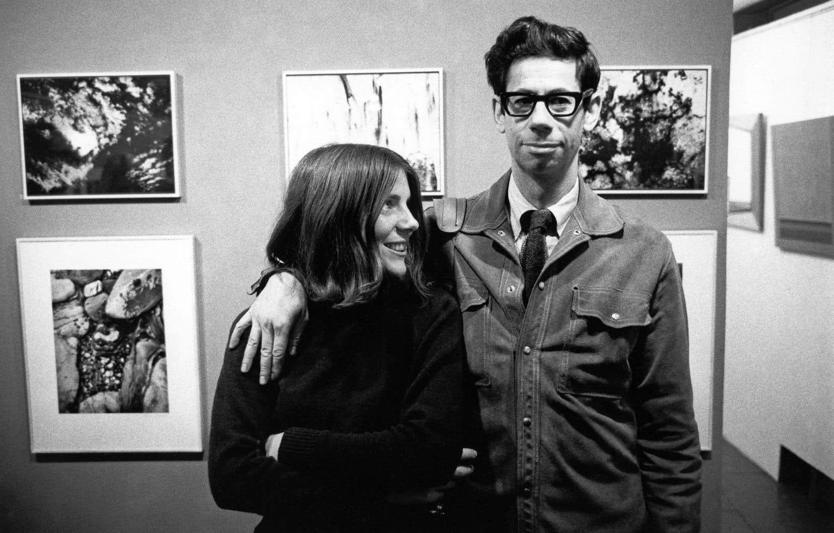 Doreen Lindsay et Gabor Szilasi au vernissage de l'exposition de Jeremy Taylor au Studio 23, à Montréal, en novembre 1969
