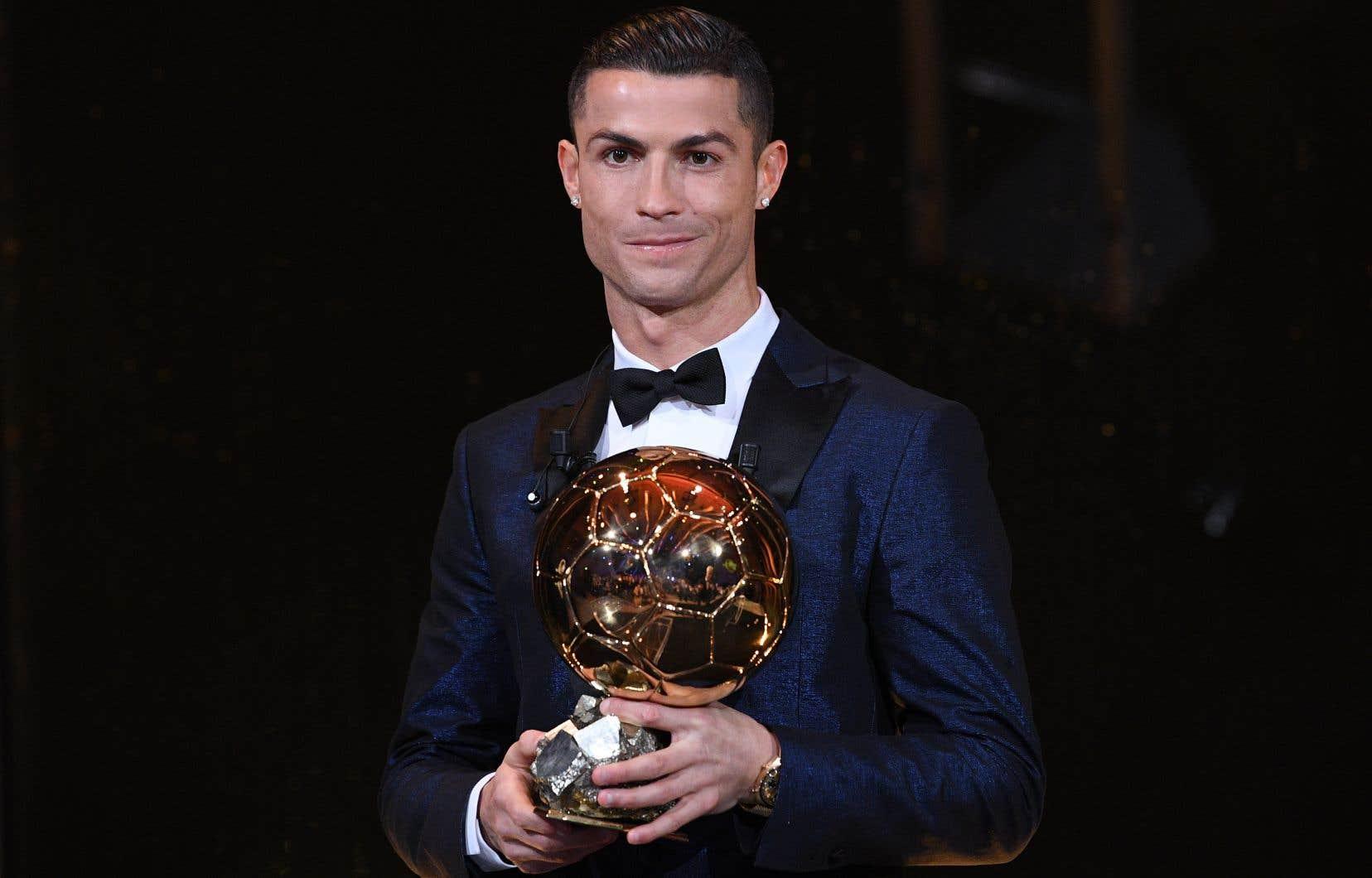Cristiano Ronaldo a remporté sans surprise son cinquième Ballon d'Or.