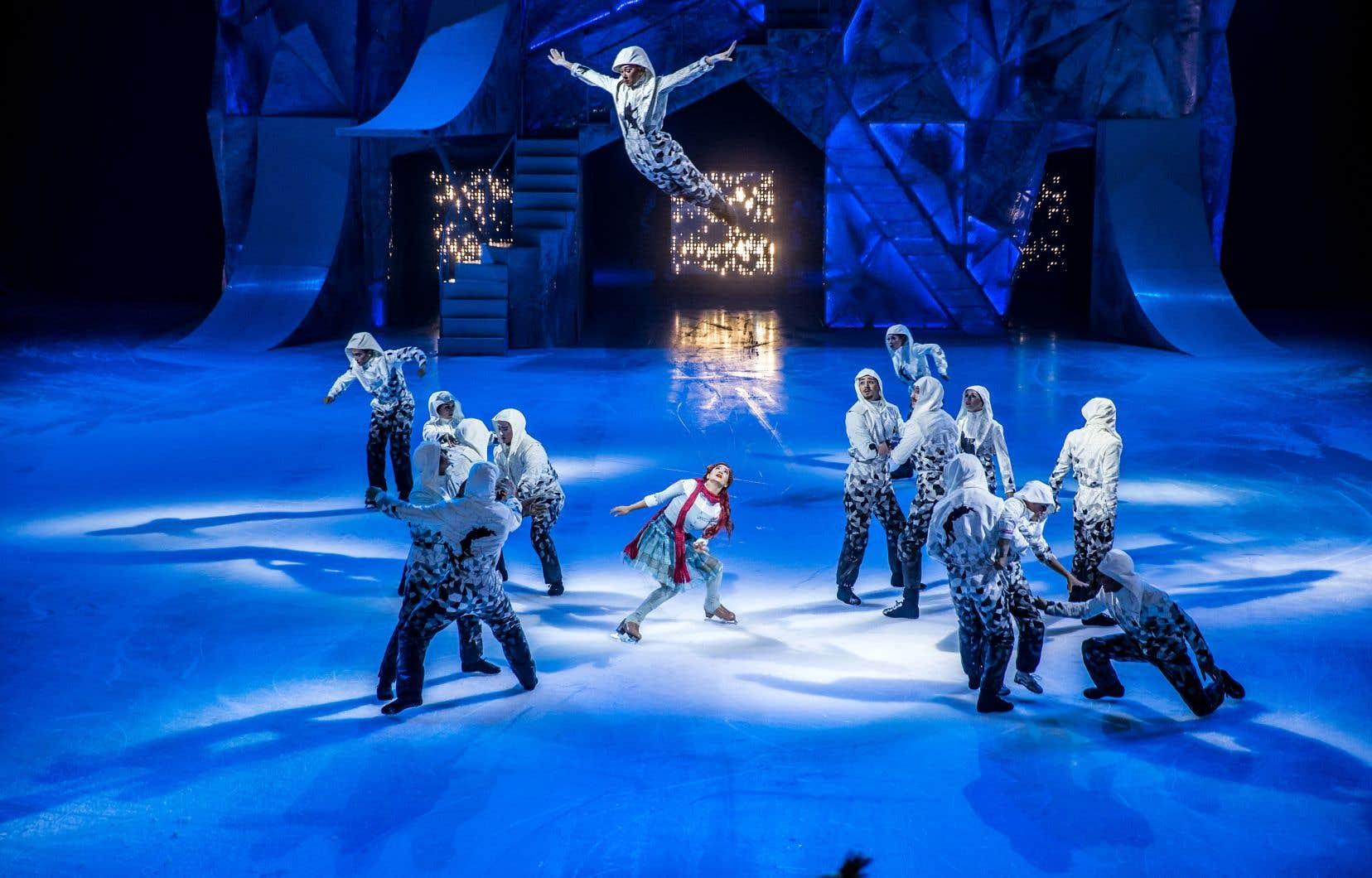Une des scènes rappelle l'ambiance d'un match de hockey, avec pirouettes et acrobaties époustouflantes au sommet des rampes installées pour l'occasion.