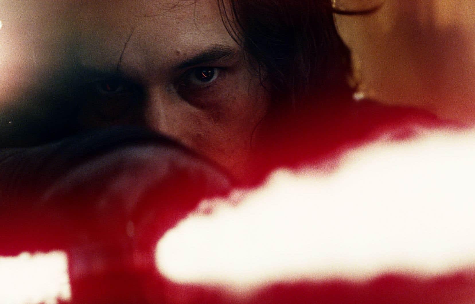 Kylo Ren a succédé à Darth Vader à titre d'antagoniste, aux côtés de Snoke, dans la nouvelle trilogie de Star Wars.