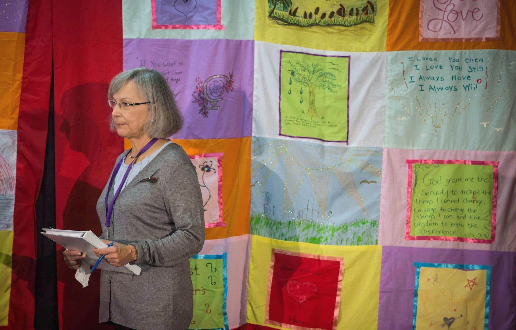 La commissaire en chef de l'enquête nationale sur les femmes autochtones, Marion Buller, lors d'une audience en Colombie-Britannique.