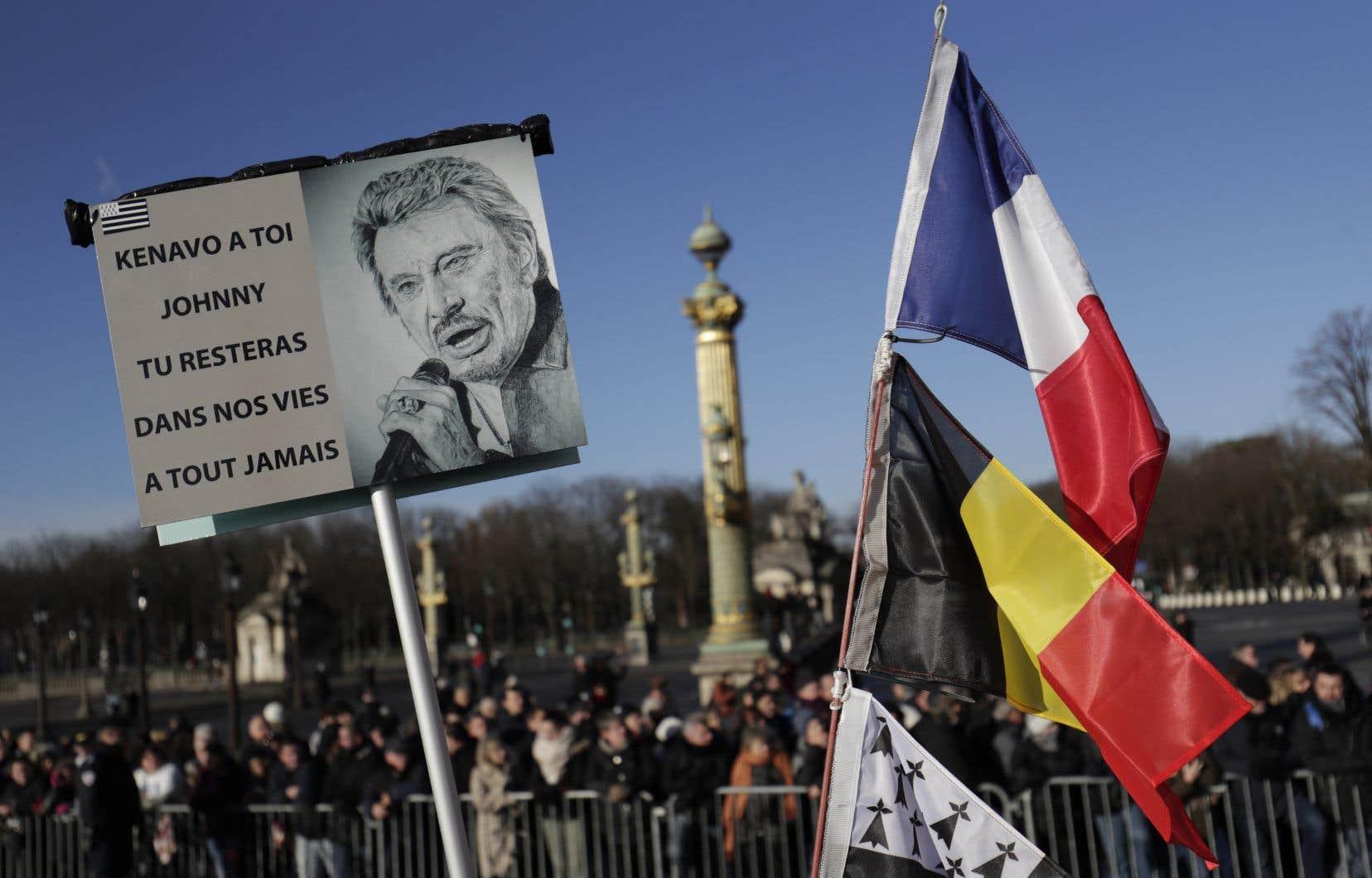 Beaucoup dans la foule étaient arrivés dans la nuit pour être aux premières loges de cet hommage au rockeur français.