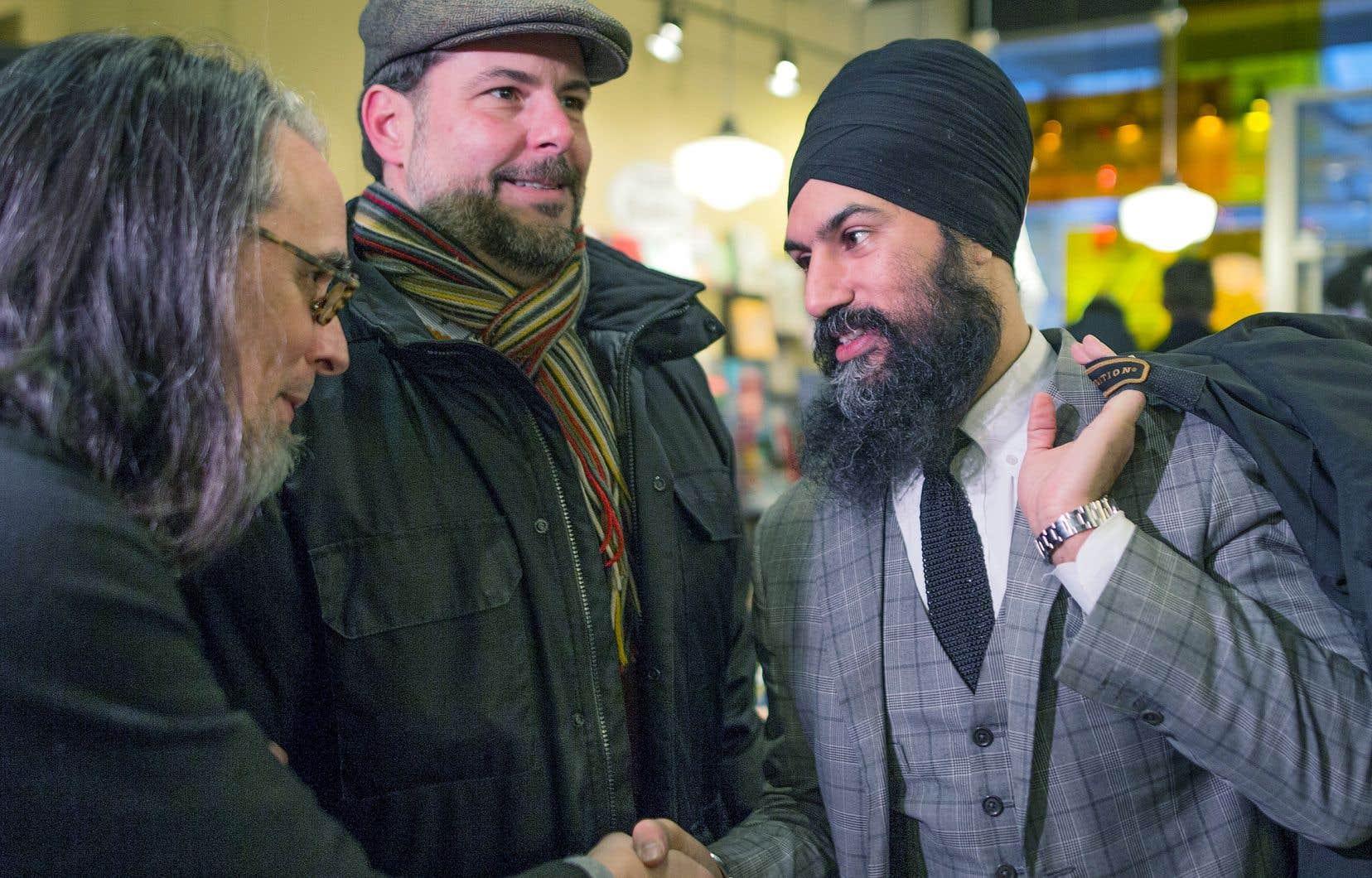 Le nouveau chef du NPD était de passage à Montréal pour rencontrer des citoyens en compagnie du député néodémocrate de Rosemont, Alexandre Boulerice, dimanche.