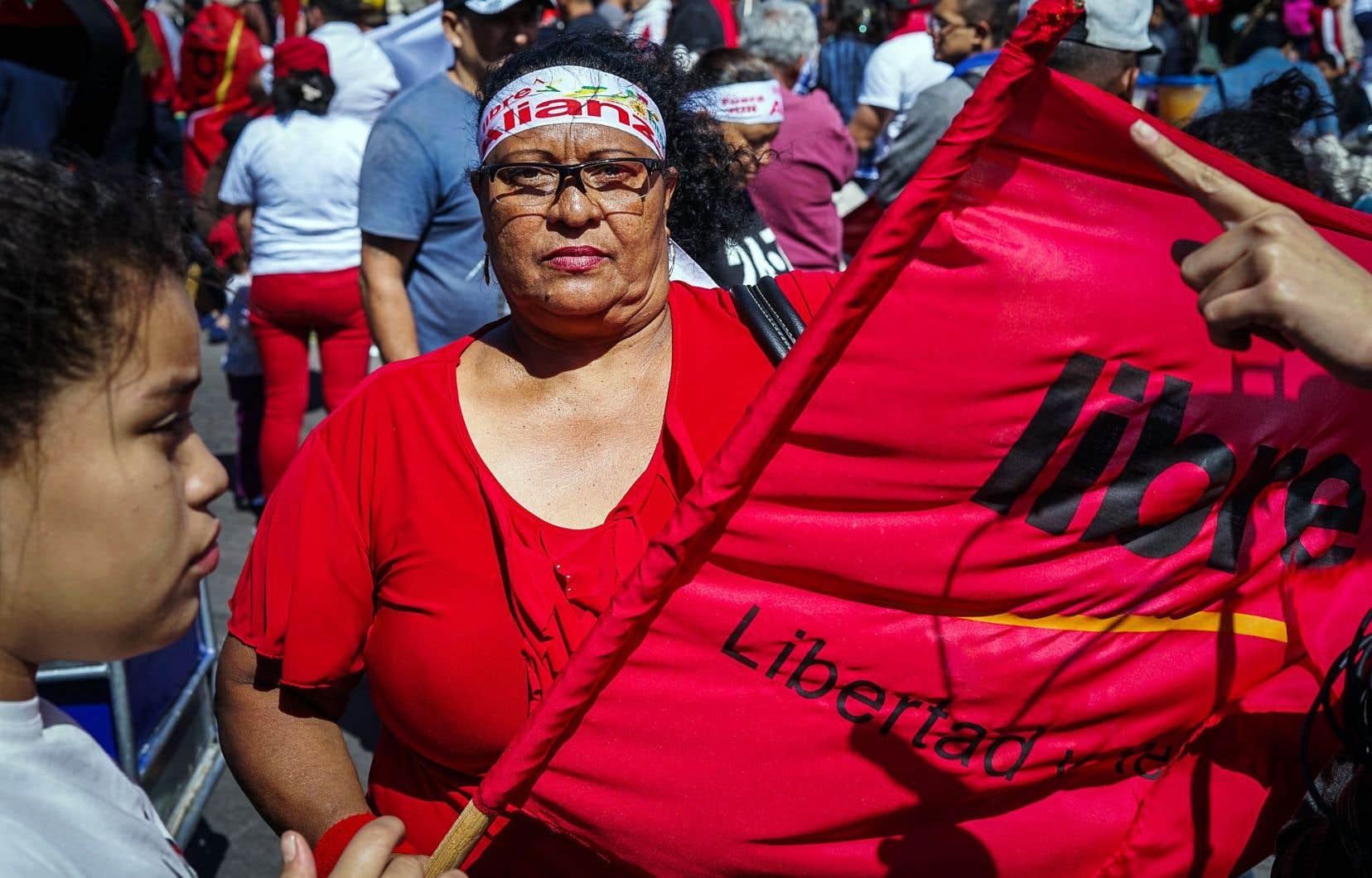 L'Alliance opposée à la dictature a manifesté dans les rues de Tegucigalpa, dimanche, au Honduras.